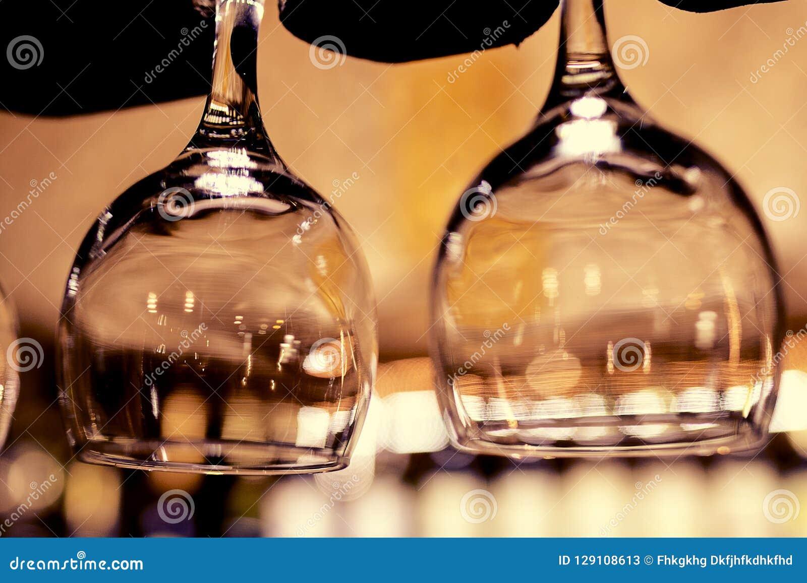 Beaux verres à l envers d une barre