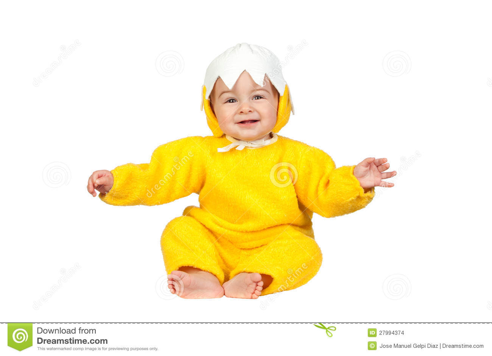 Bebé adorable con el traje del pollo