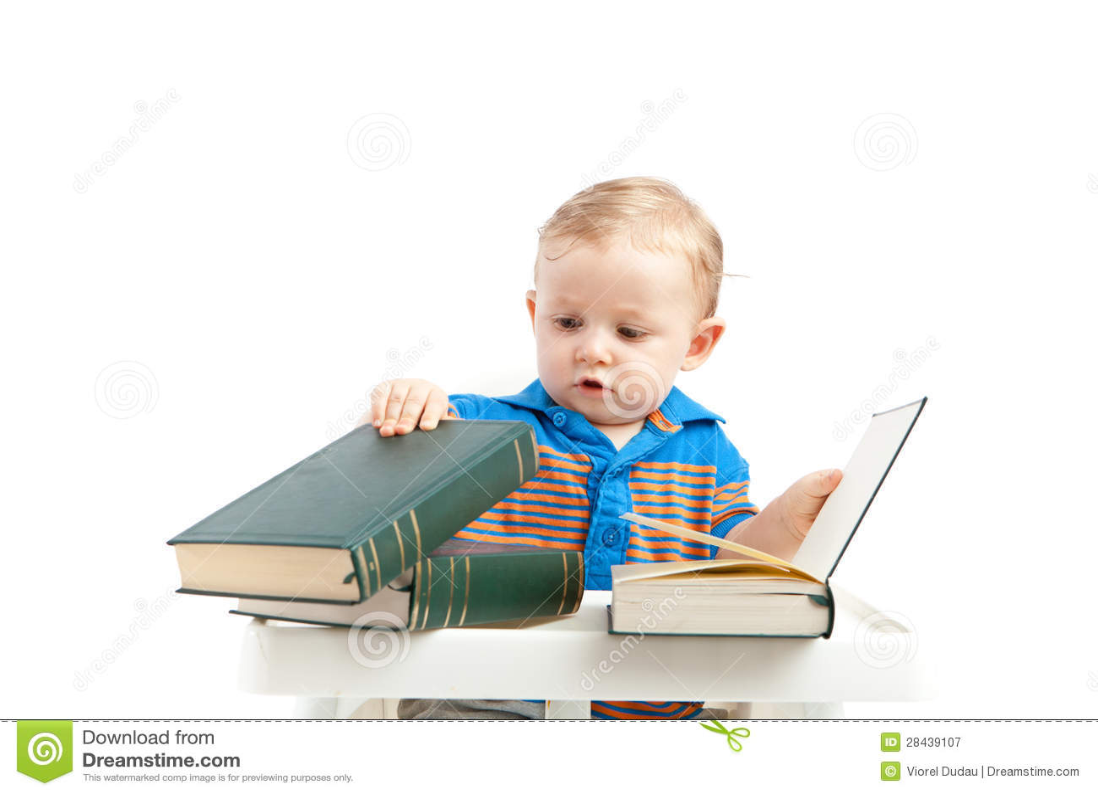 Bebé con los libros