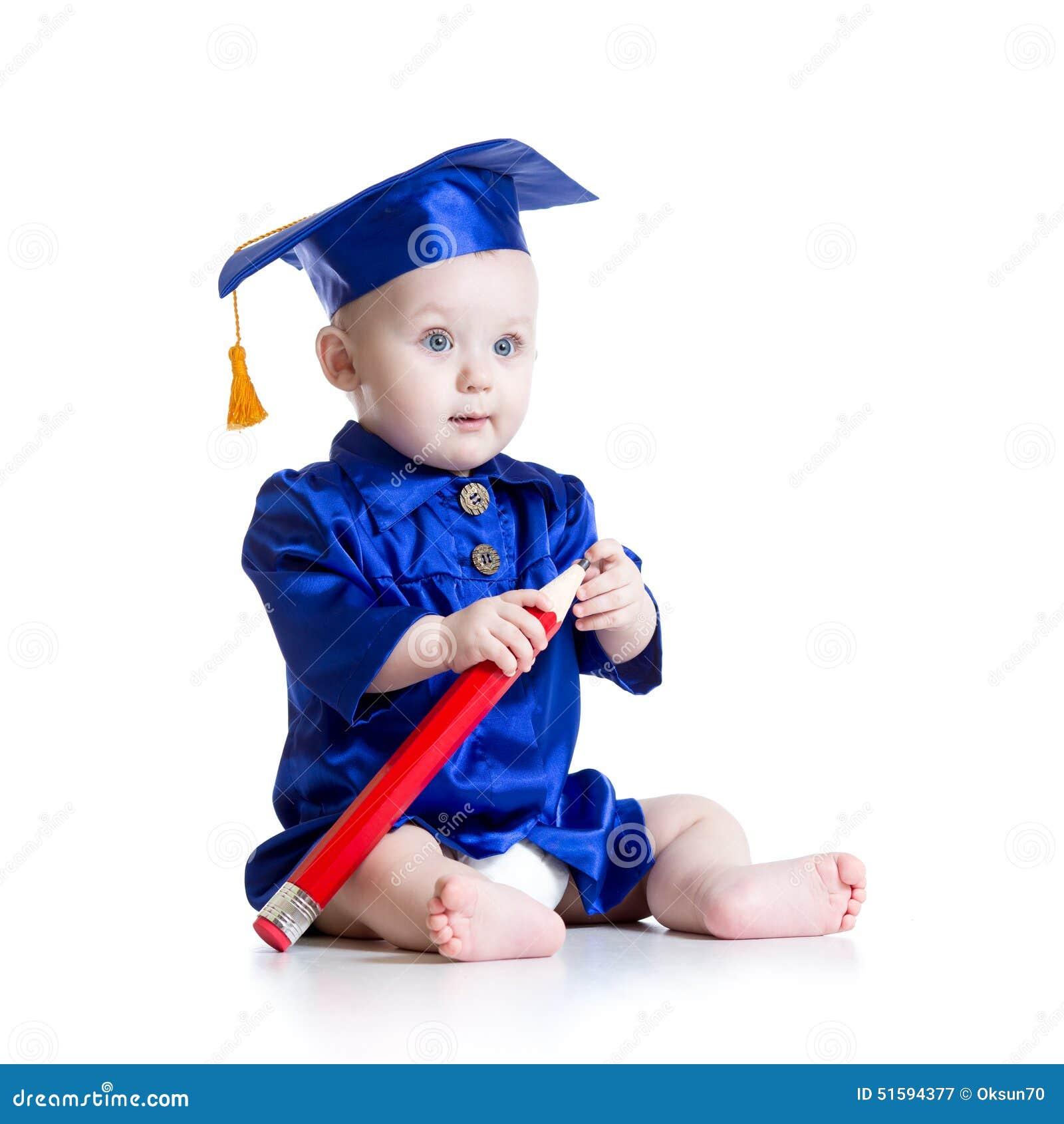 Bebé en ropa del académico