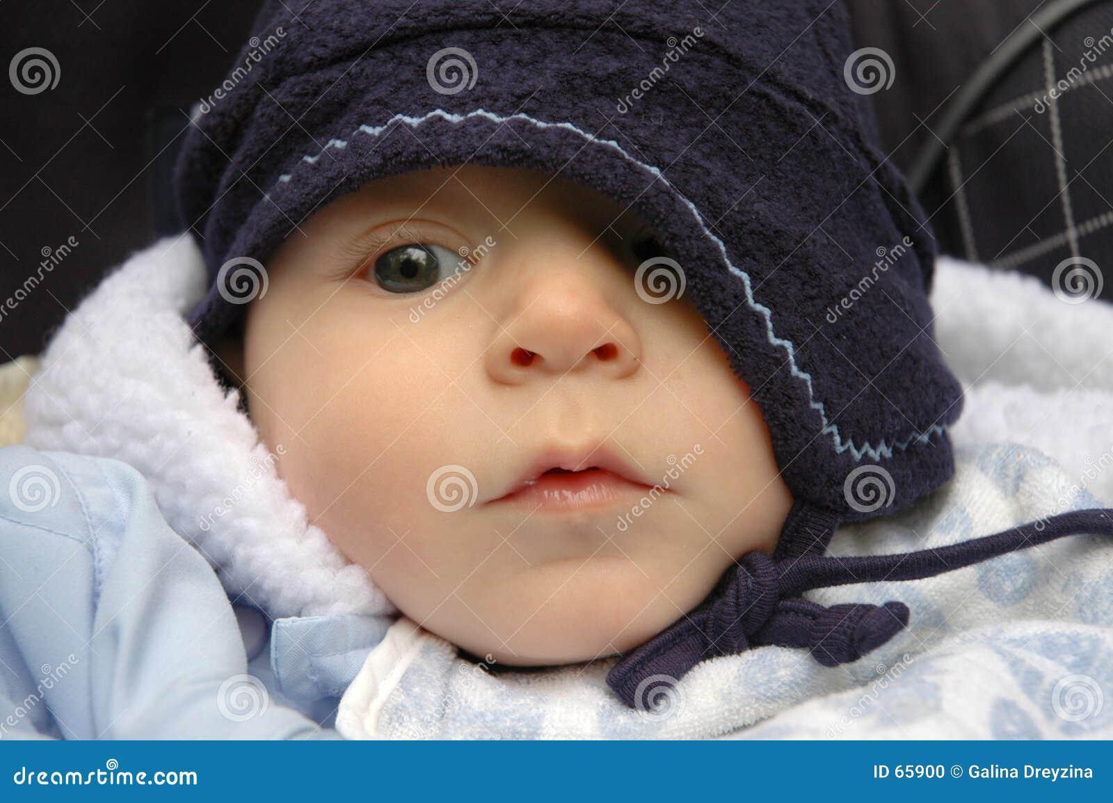 Bebé no chapéu
