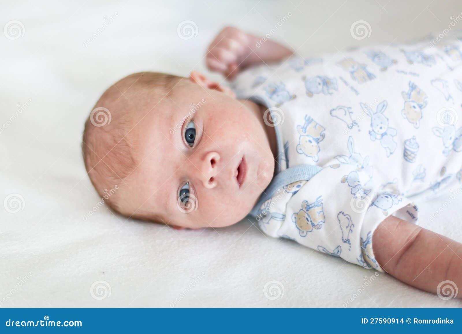 ojos de los bebes recien nacidos