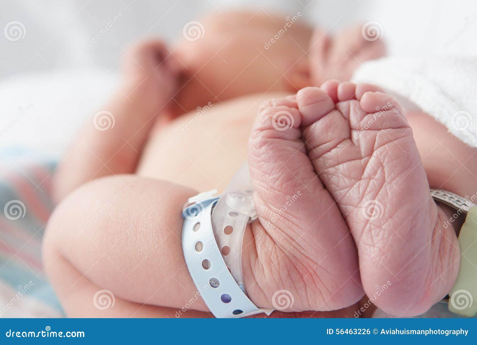 Bebé recién nacido en hospital