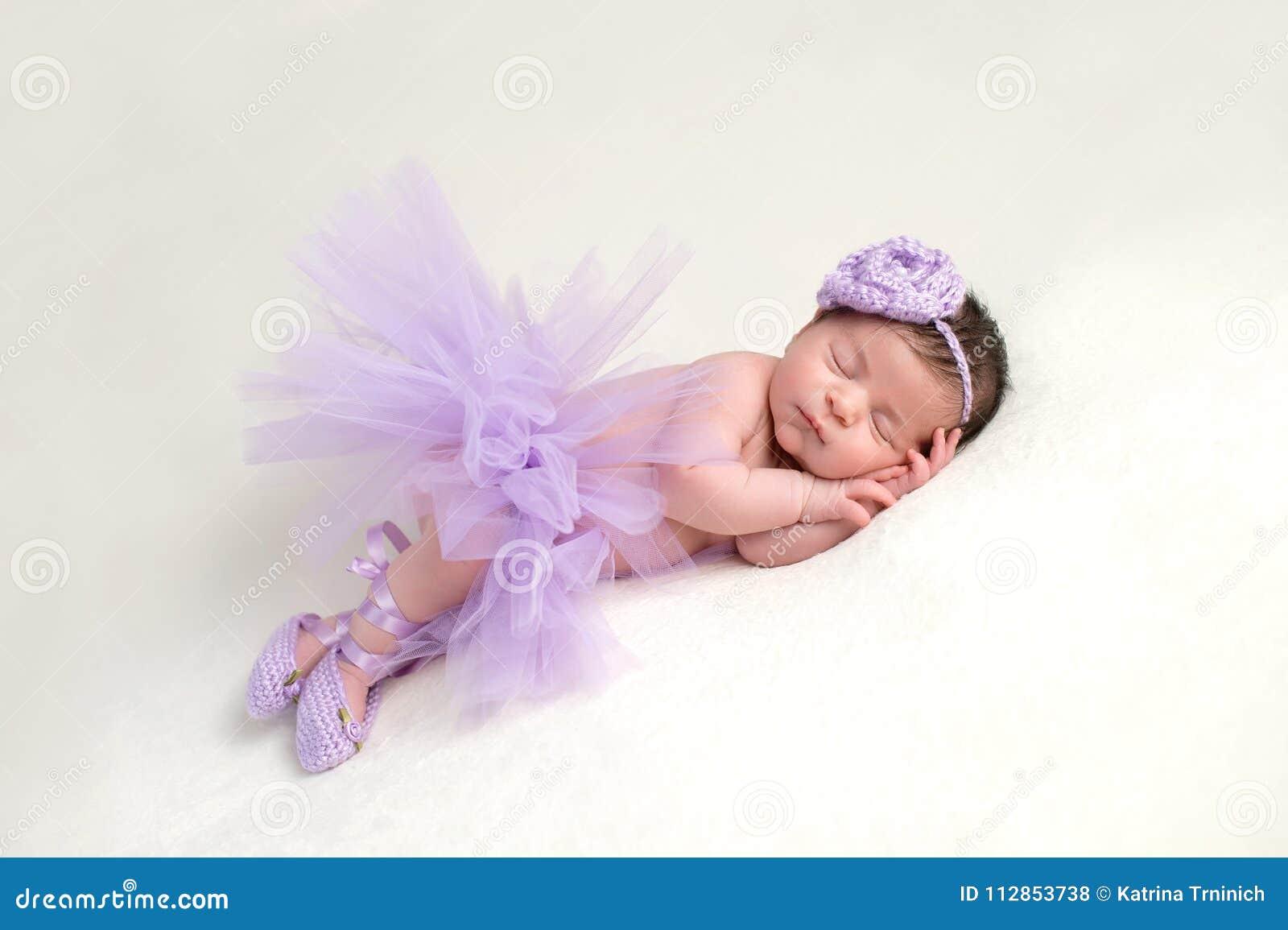 Bebé Recién Nacido En Traje De La Bailarina Foto de archivo - Imagen ...
