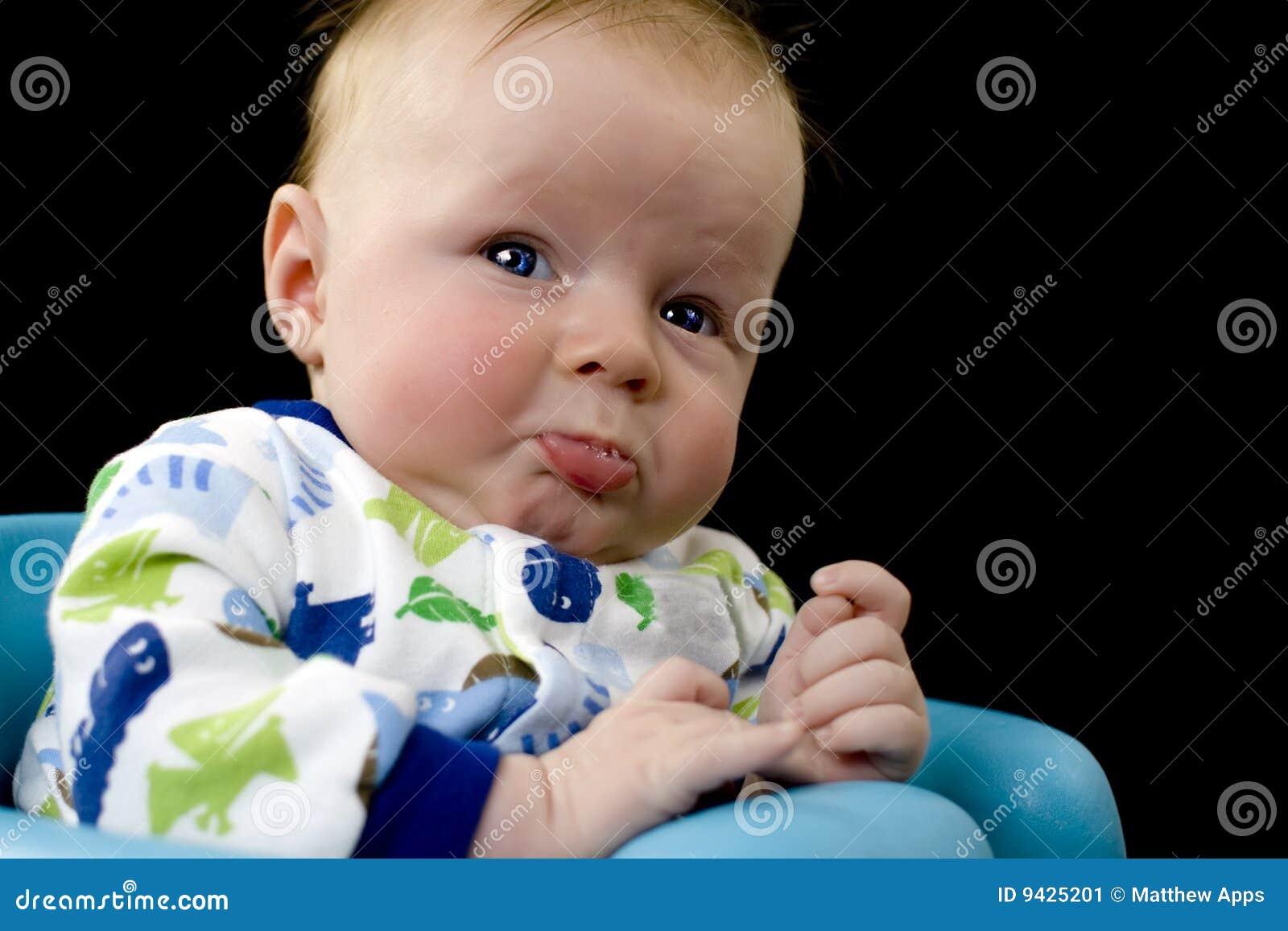 Bebé trastornado alrededor a gritar