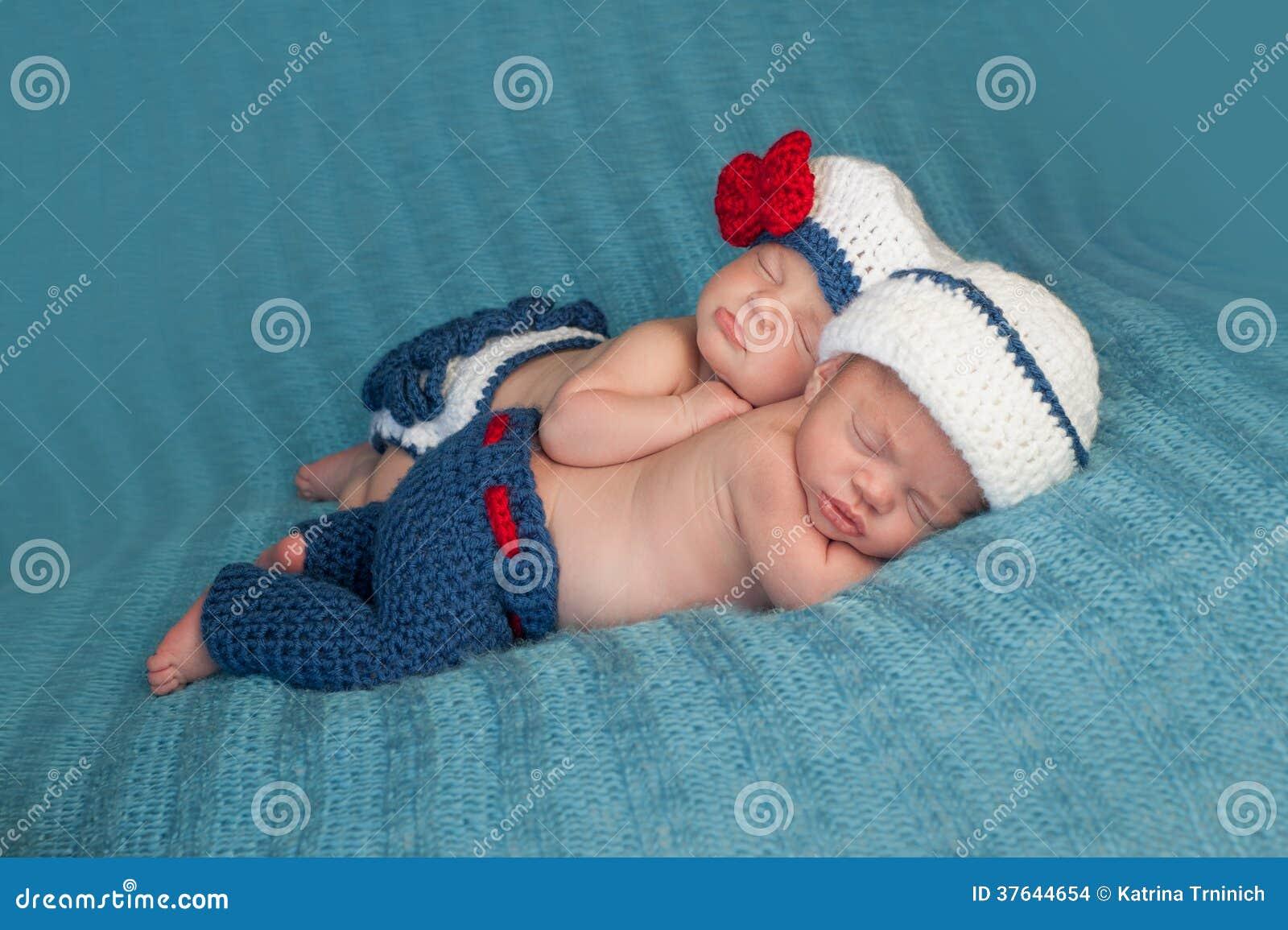 Imagen del gemelo de la muchacha del muchacho adulto