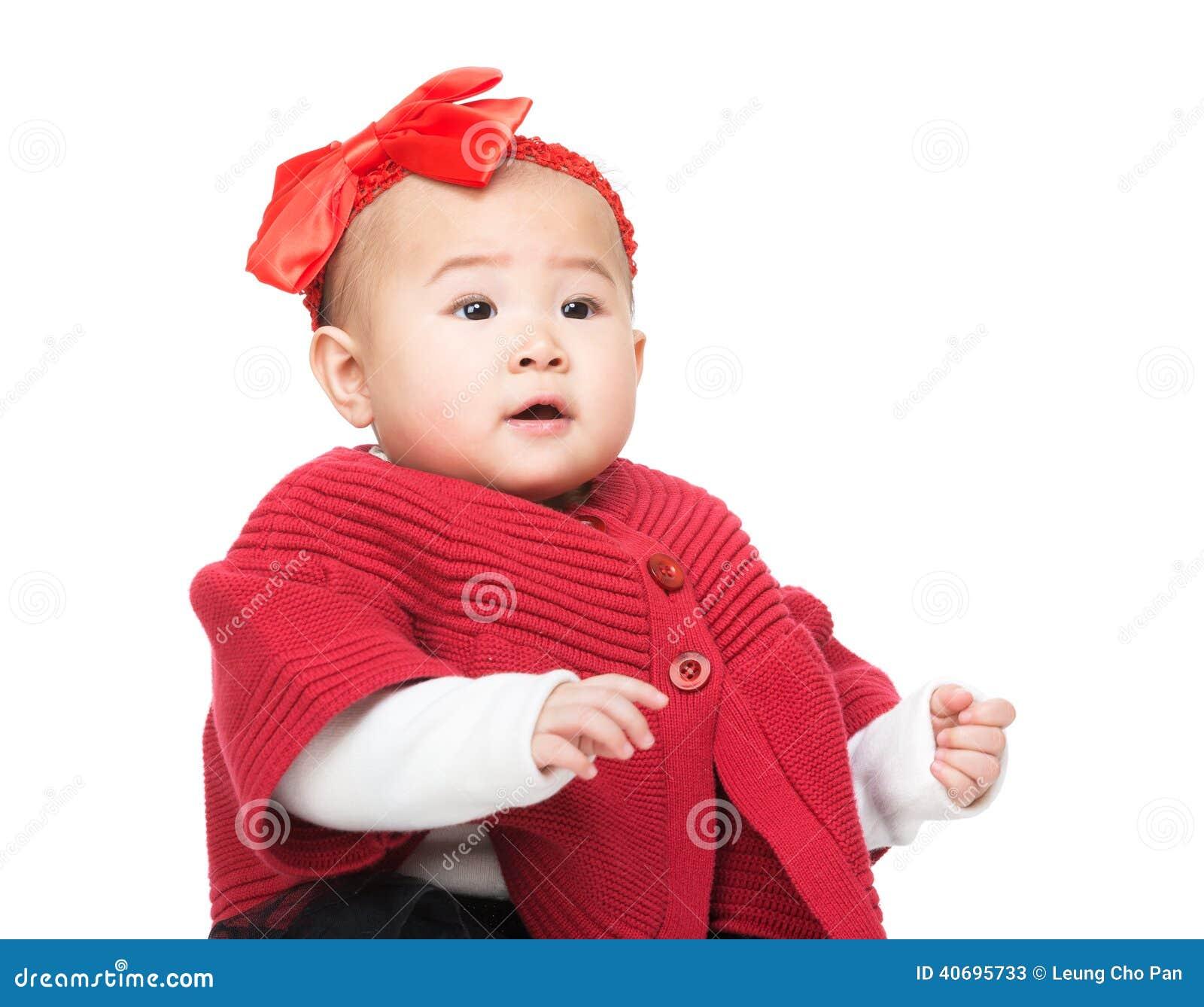 Bebê adorável com acessório do cabelo