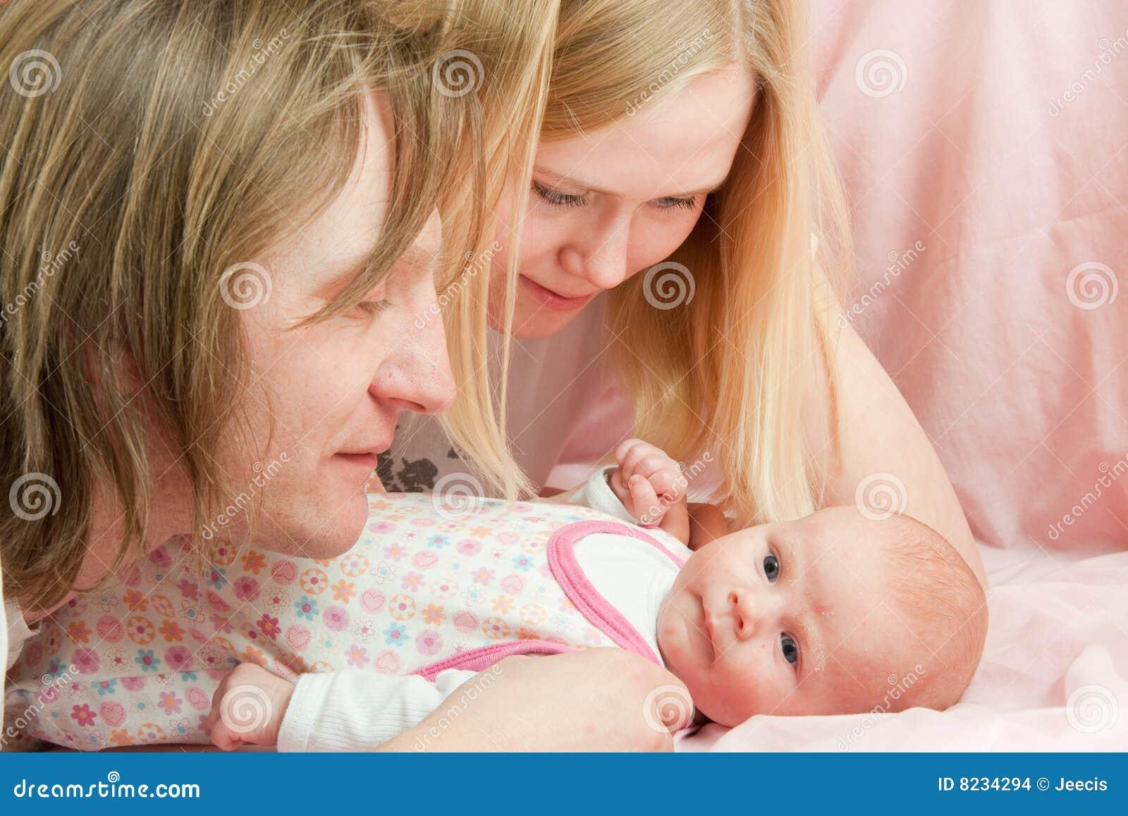 Bebê com família