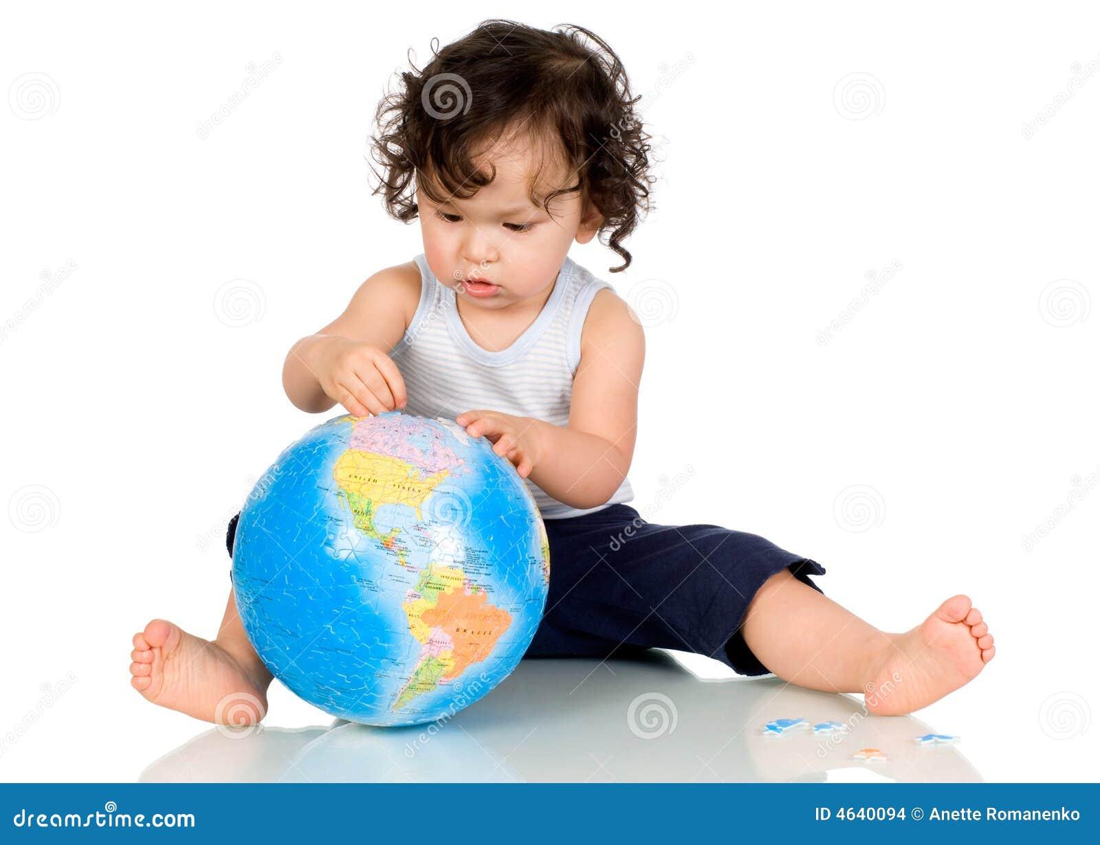 Bebê com globo.