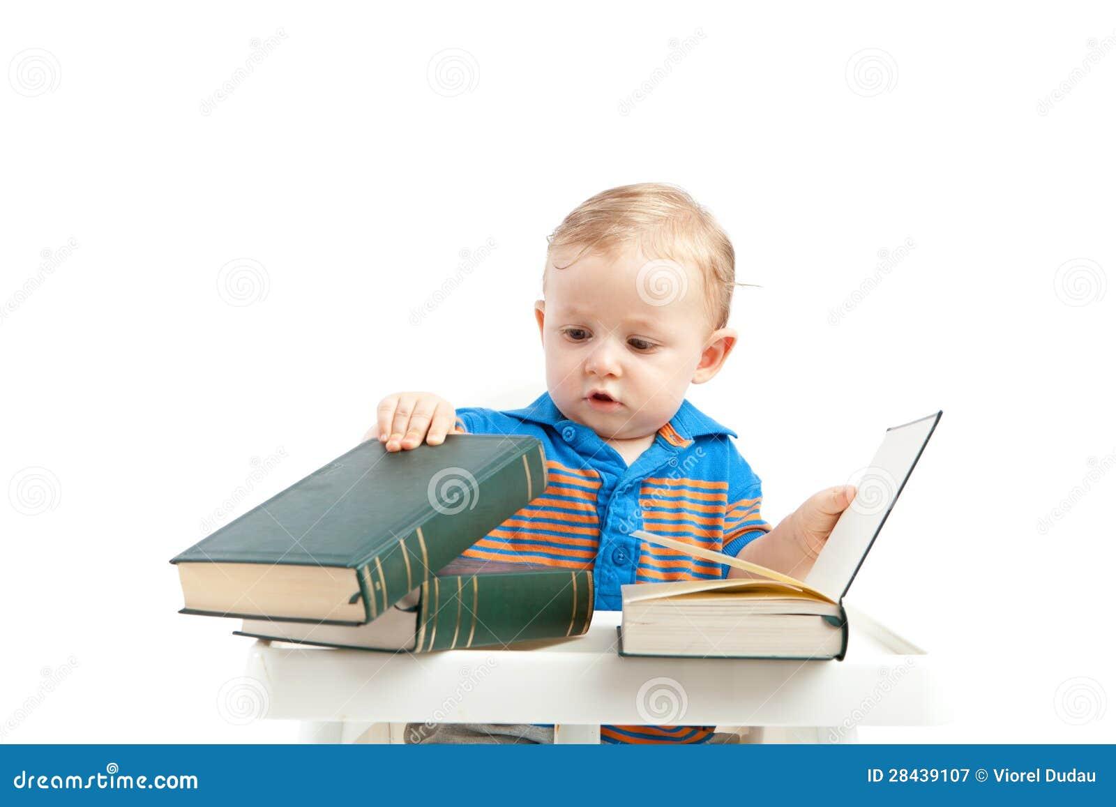 Bebê com livros