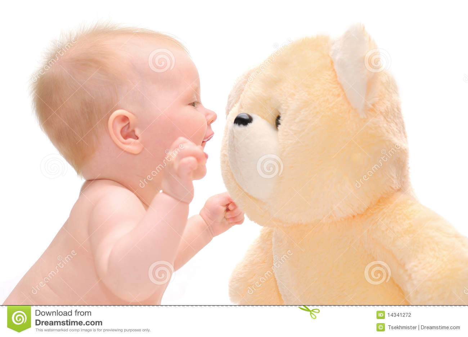 Bebê de Hapy com urso de peluche