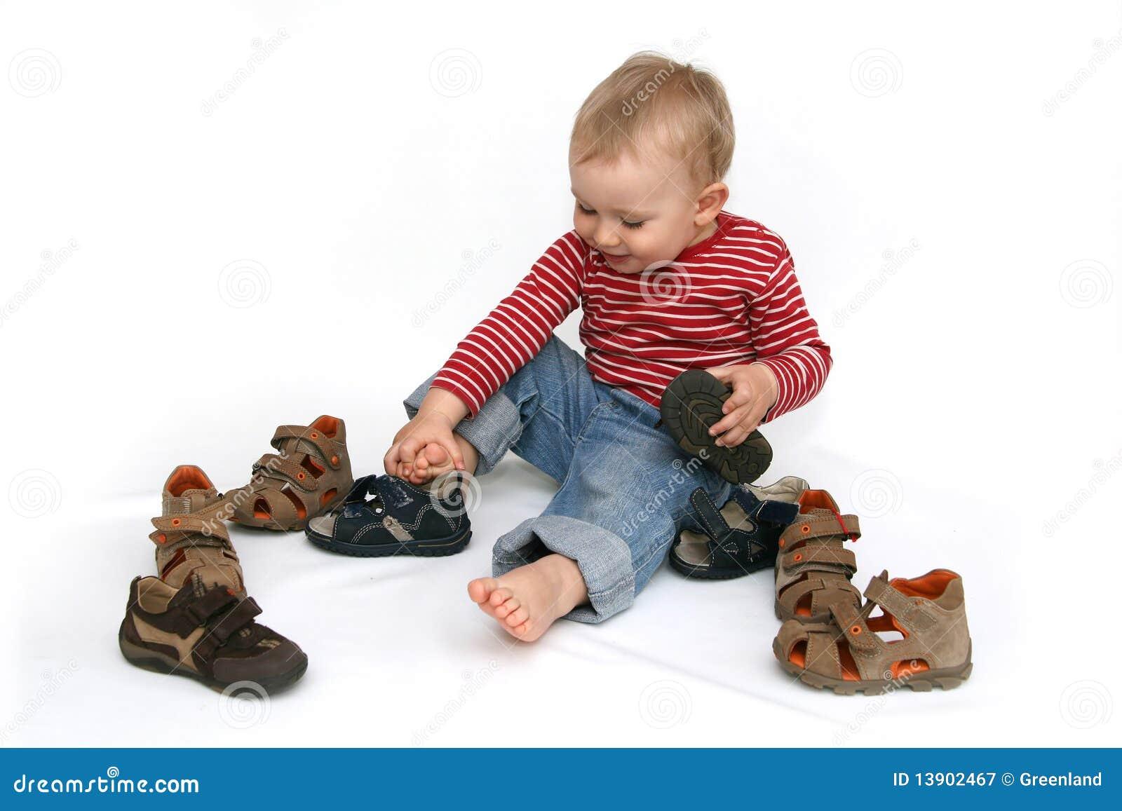 Bebê e sapatas