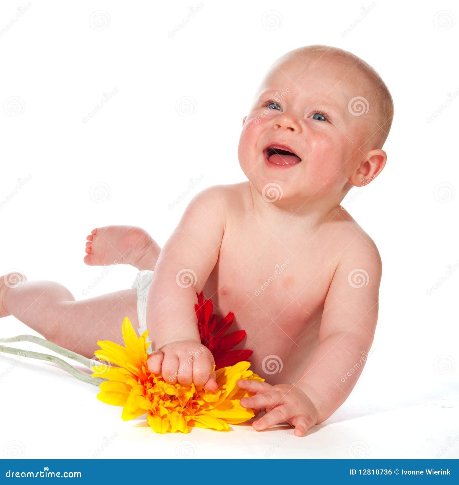 Bebê feliz de sorriso adorável