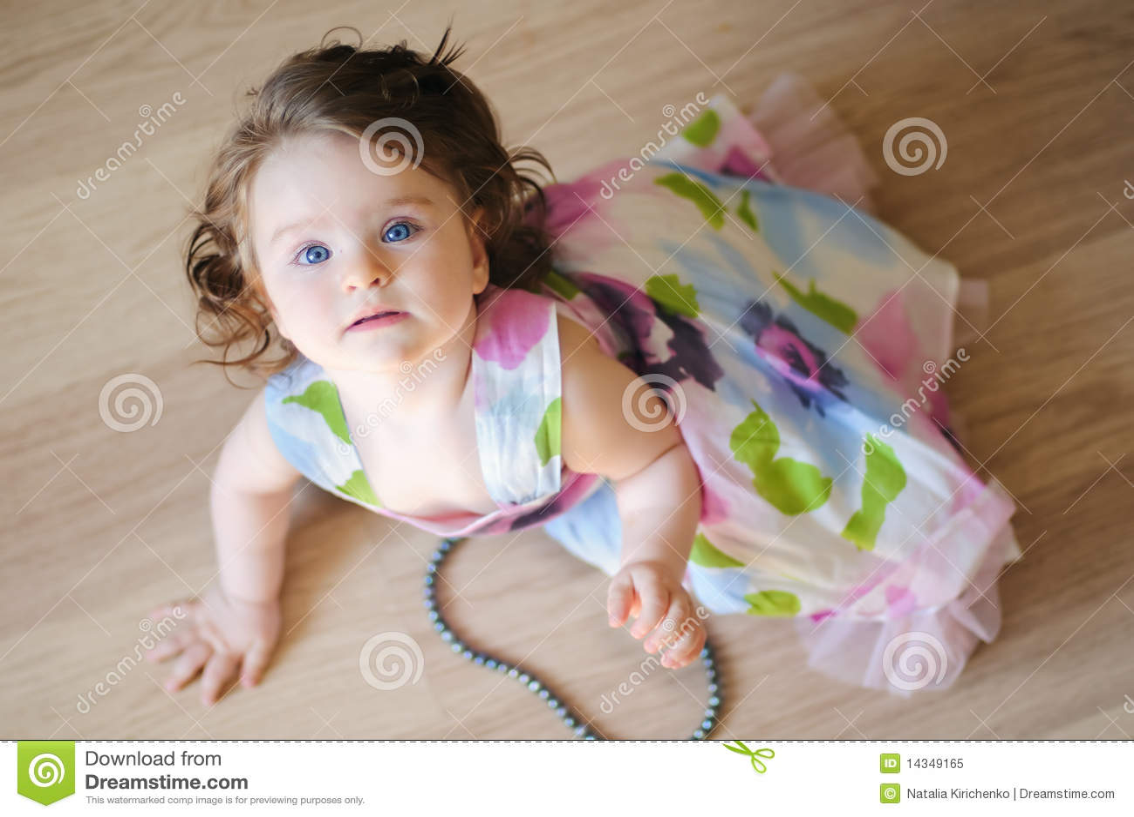 Bebê-menina com chaplet