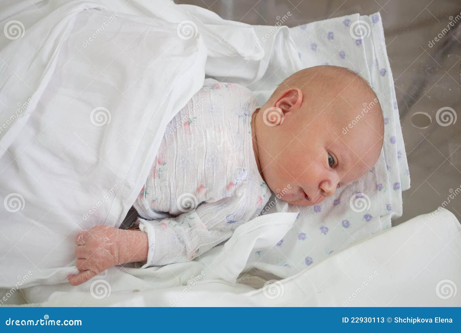 Bebê na idade de 4 dias