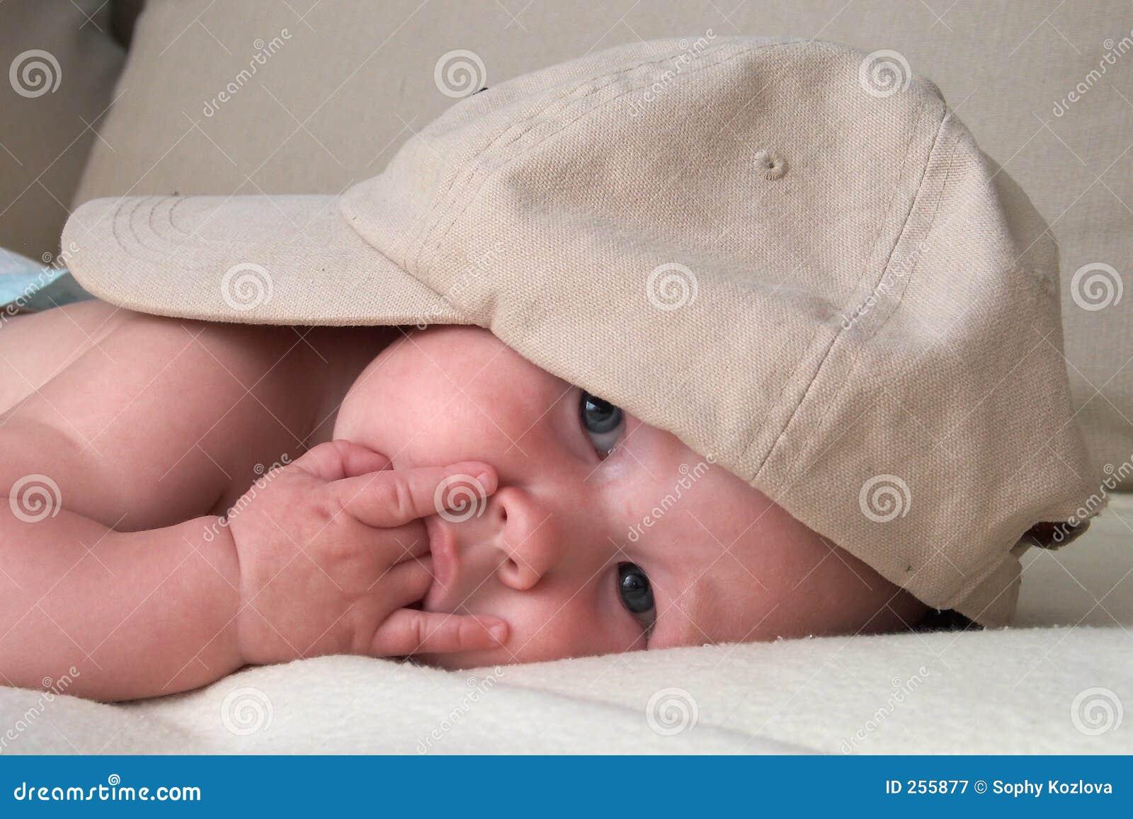 Bebê pensativo