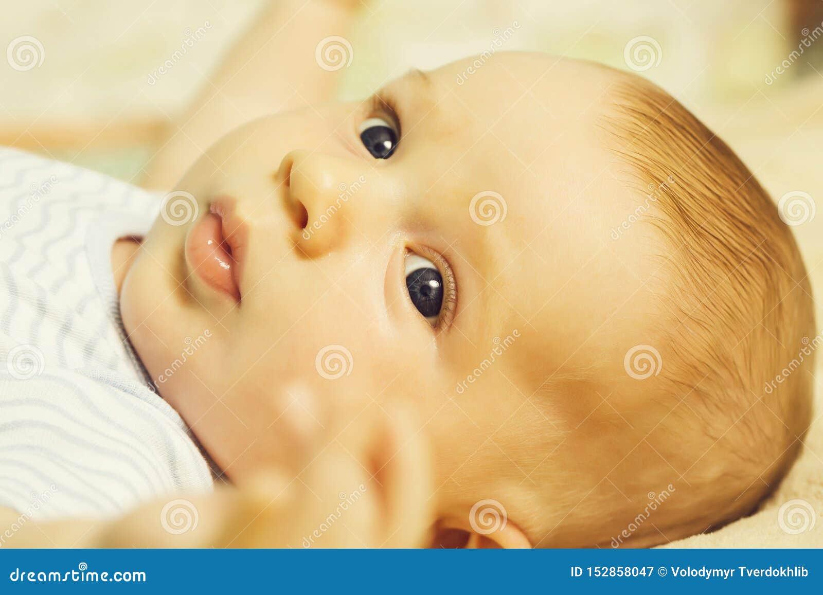 Beb? lindo despierto