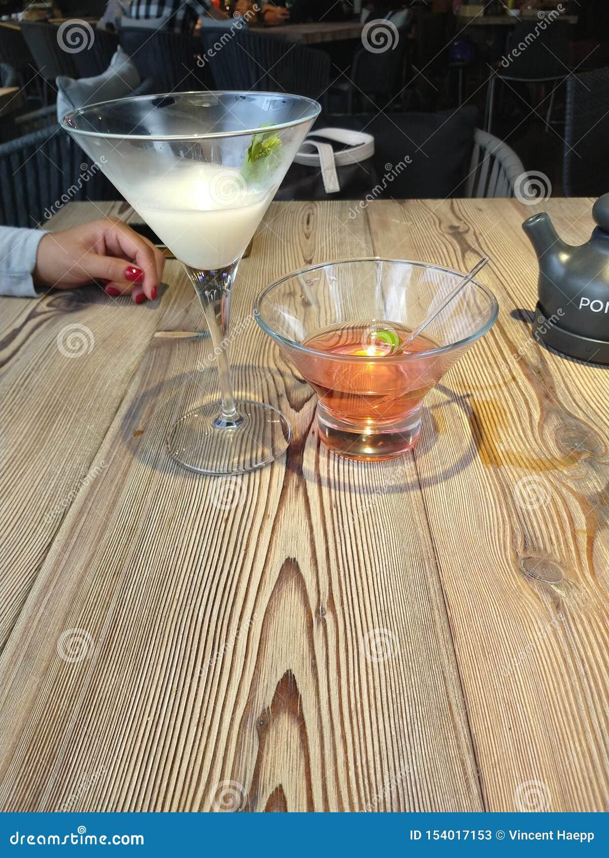Bebida do lichi de Sushibar dos cocktail