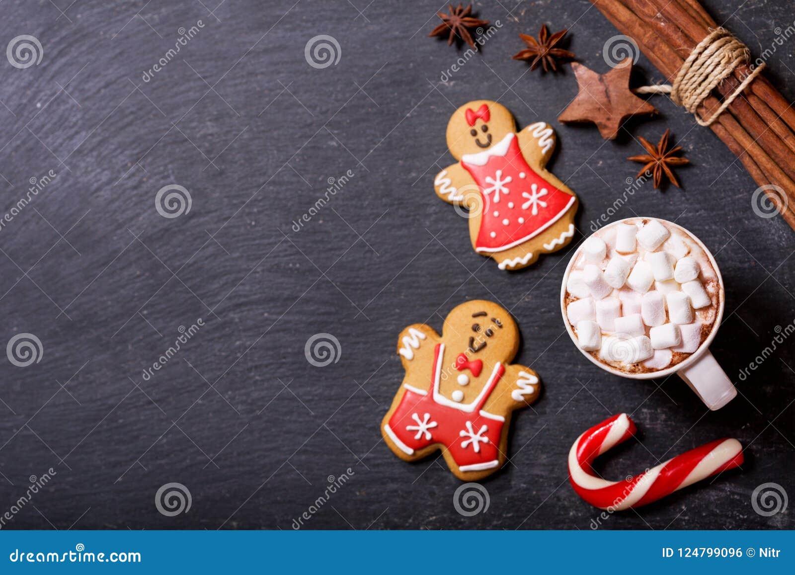 Bebida do Natal O copo do chocolate quente com marshmallows, parte superior vie