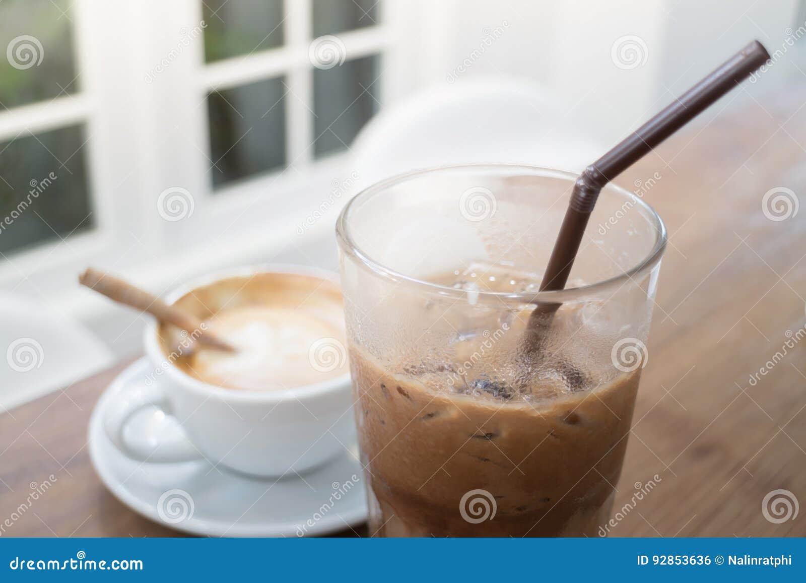 Bebida quente e fria do café