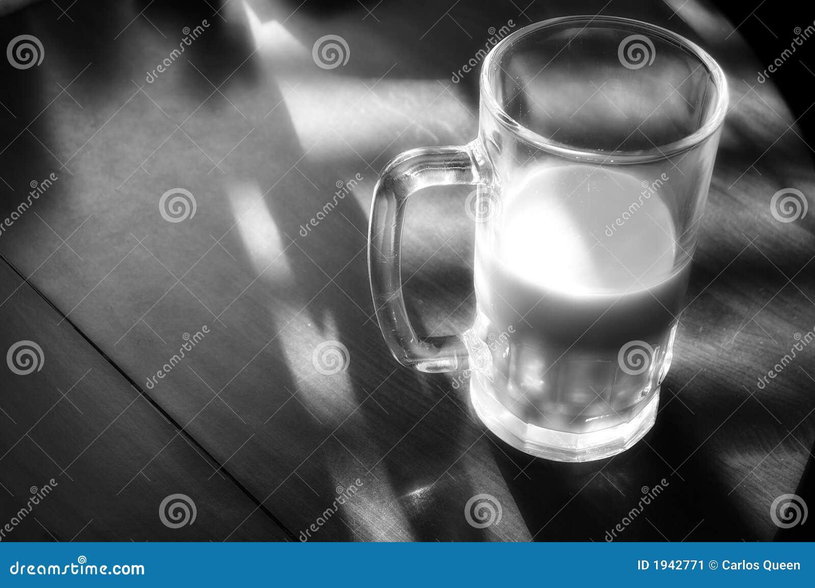 Becher Milch
