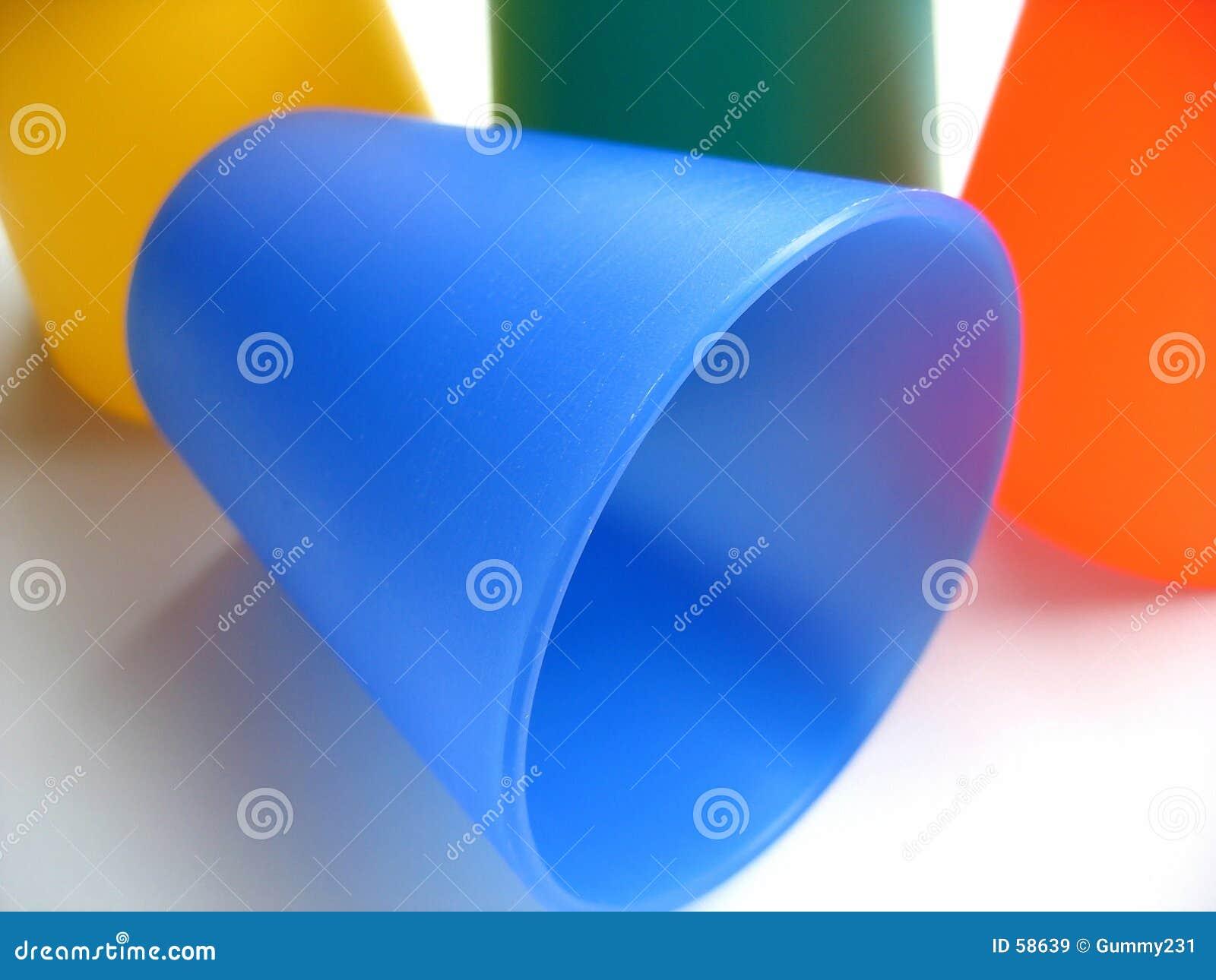 Download Bechers colorés image stock. Image du altéré, pièce, rafraîchissements - 58639