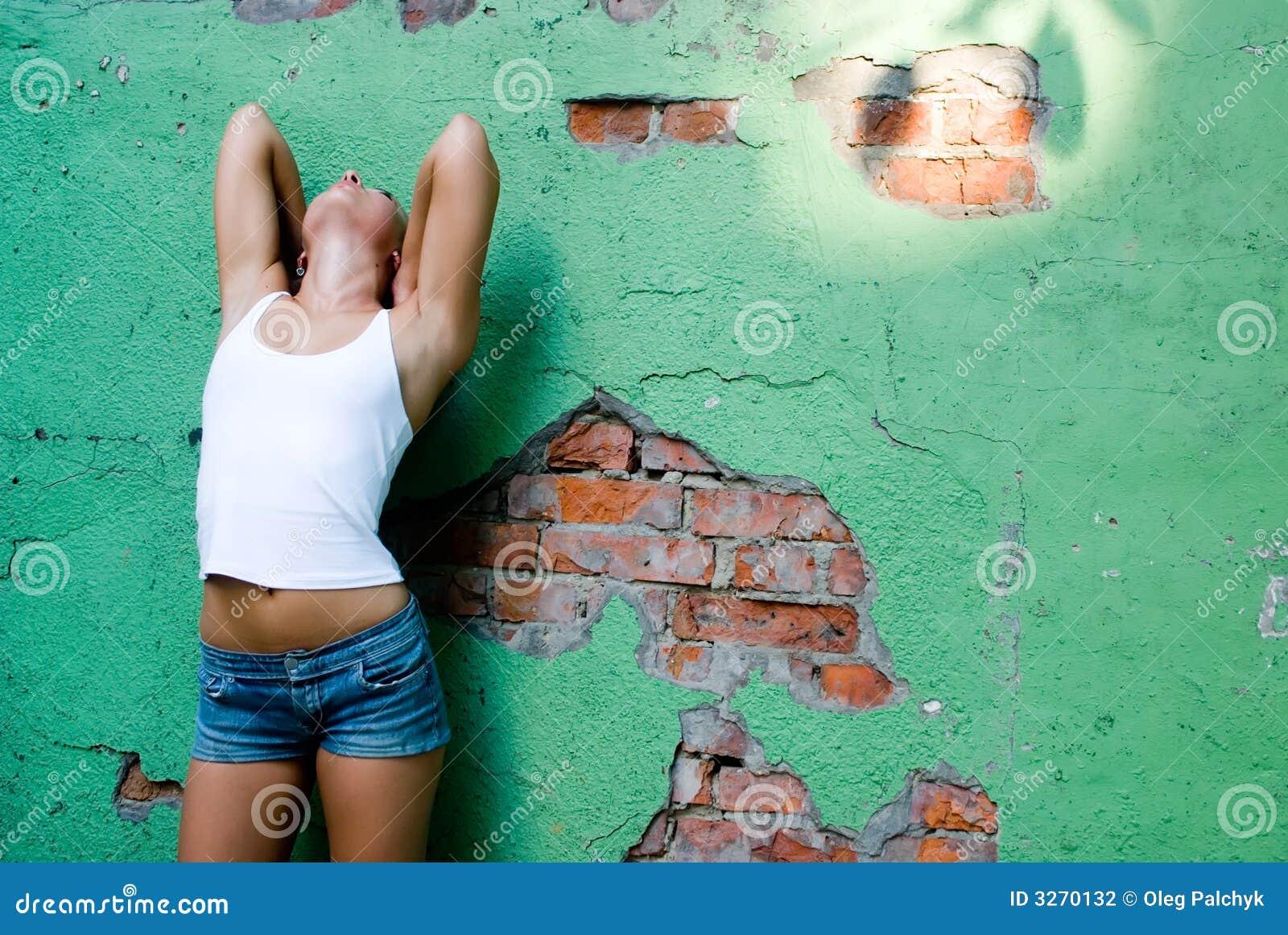 Becide女孩墙壁