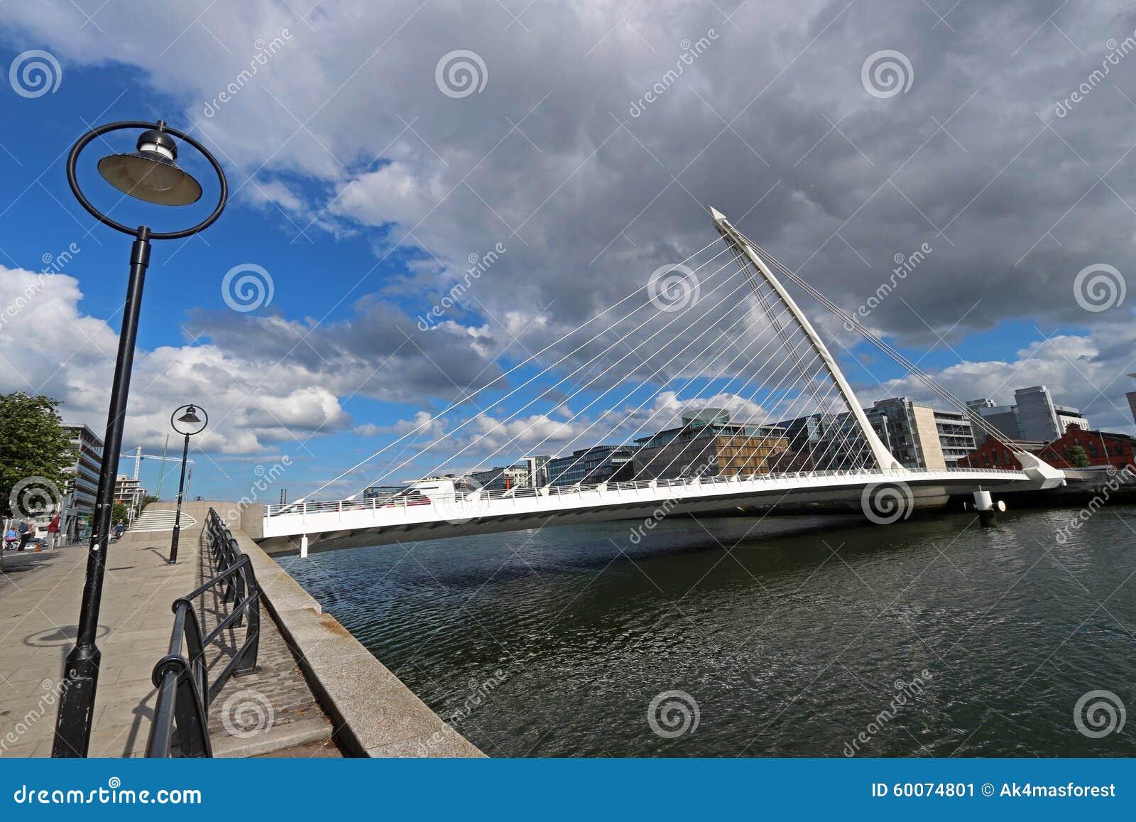 Beckett bridżowa Dublin Ireland liffey rzeka Samuel