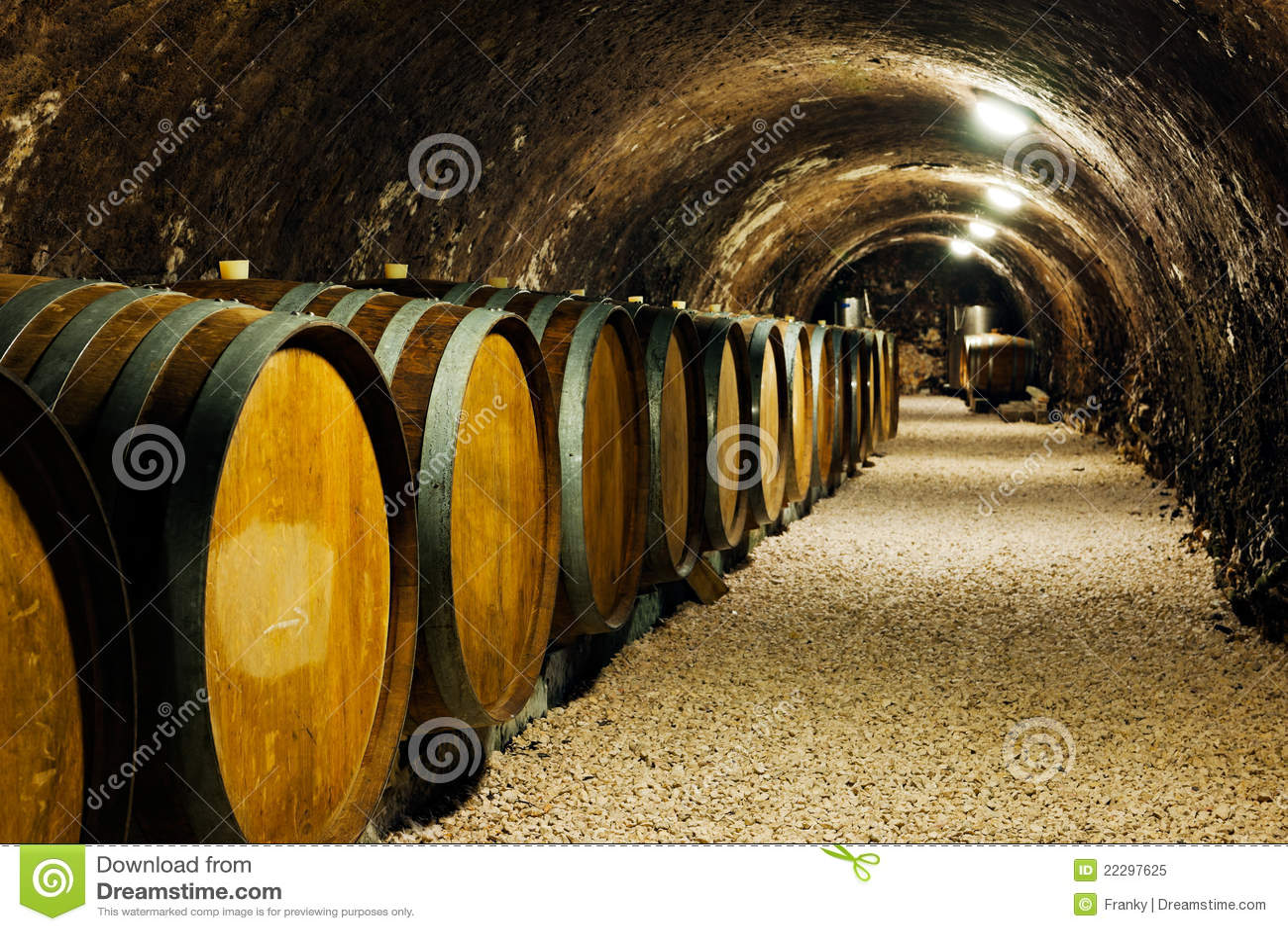 Beczkuje starego lochu wino