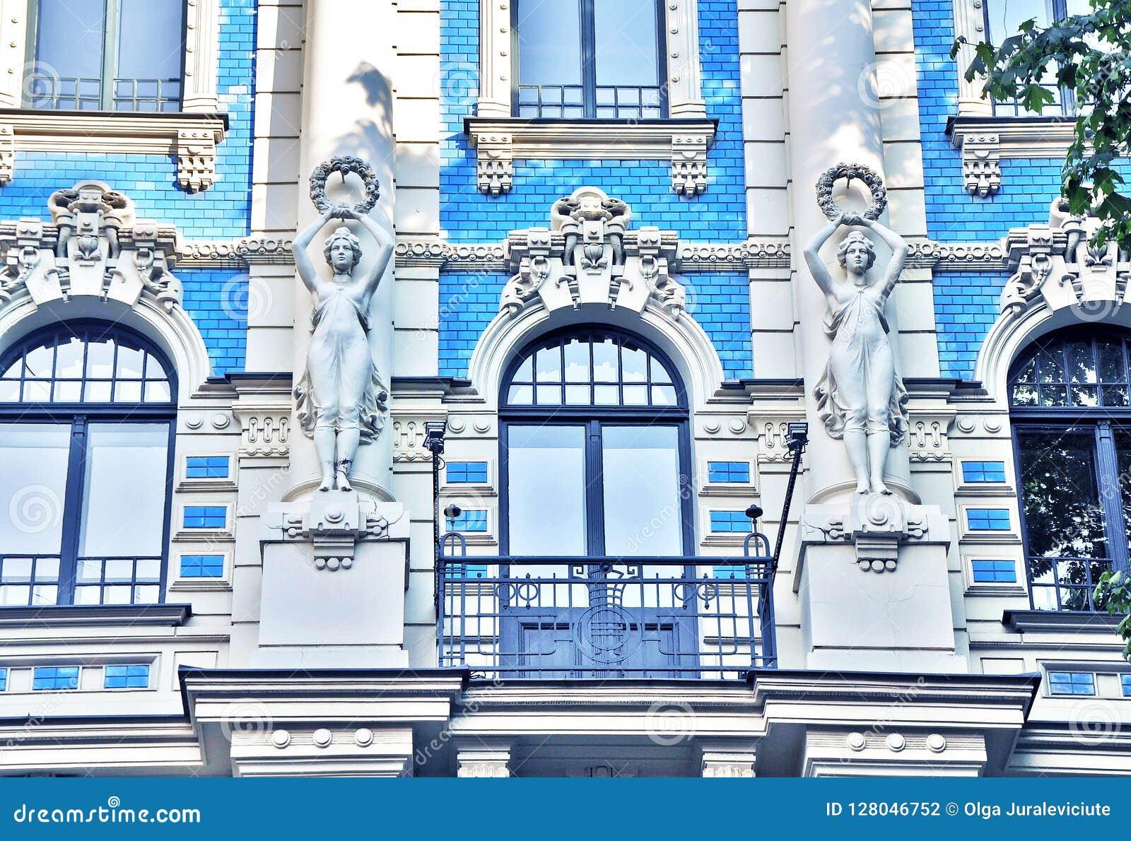 Bedöva fragmentet av en byggnad i Art Nouveau District i Riga, Lettland