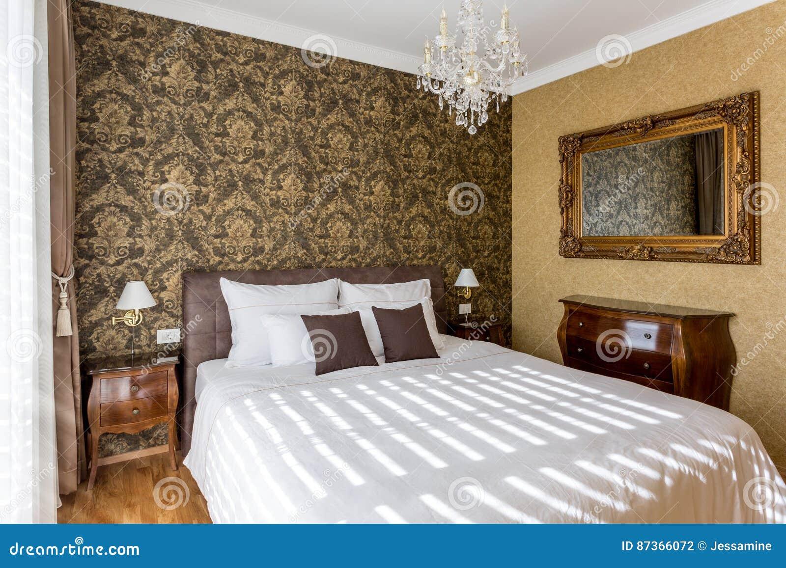 Bed white för väggen för kudden för nightstand för sovrumfragmentlampan lyxig
