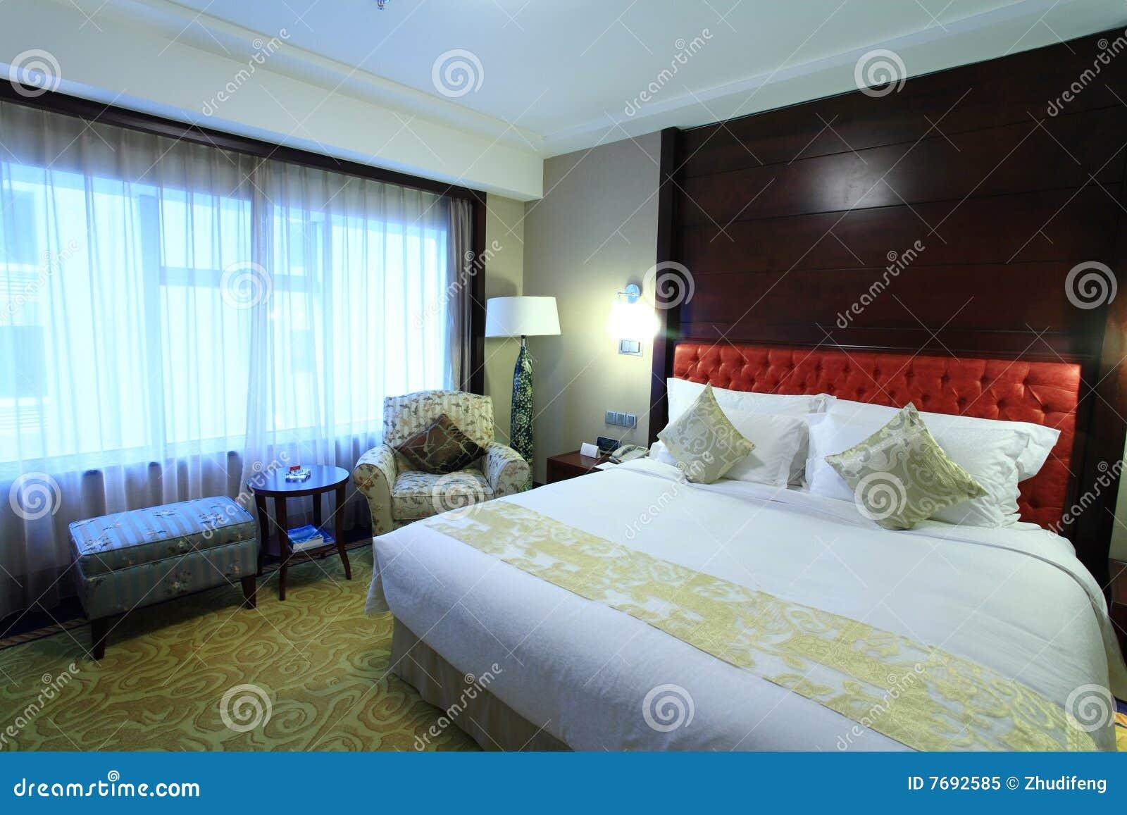 Bed In Woonkamer : Bed in woonkamer stock afbeelding. afbeelding bestaande uit hotel
