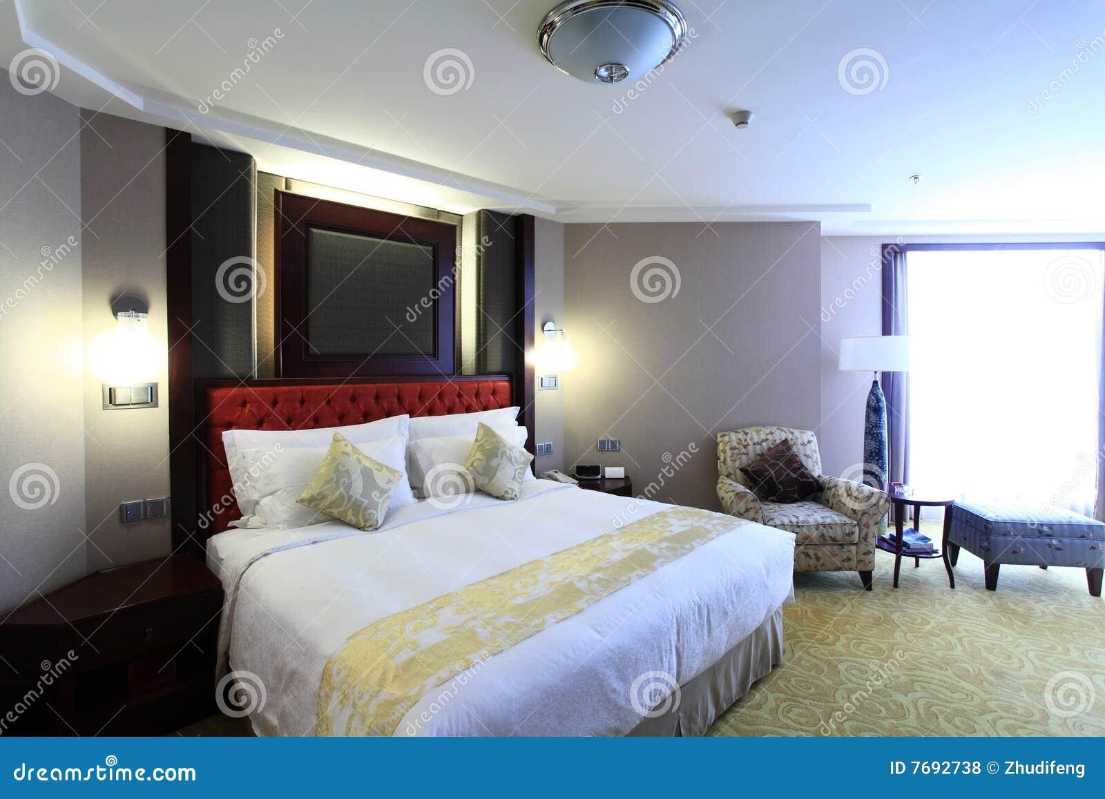 Bed In Woonkamer : Bed in woonkamer stock foto afbeelding bestaande uit living