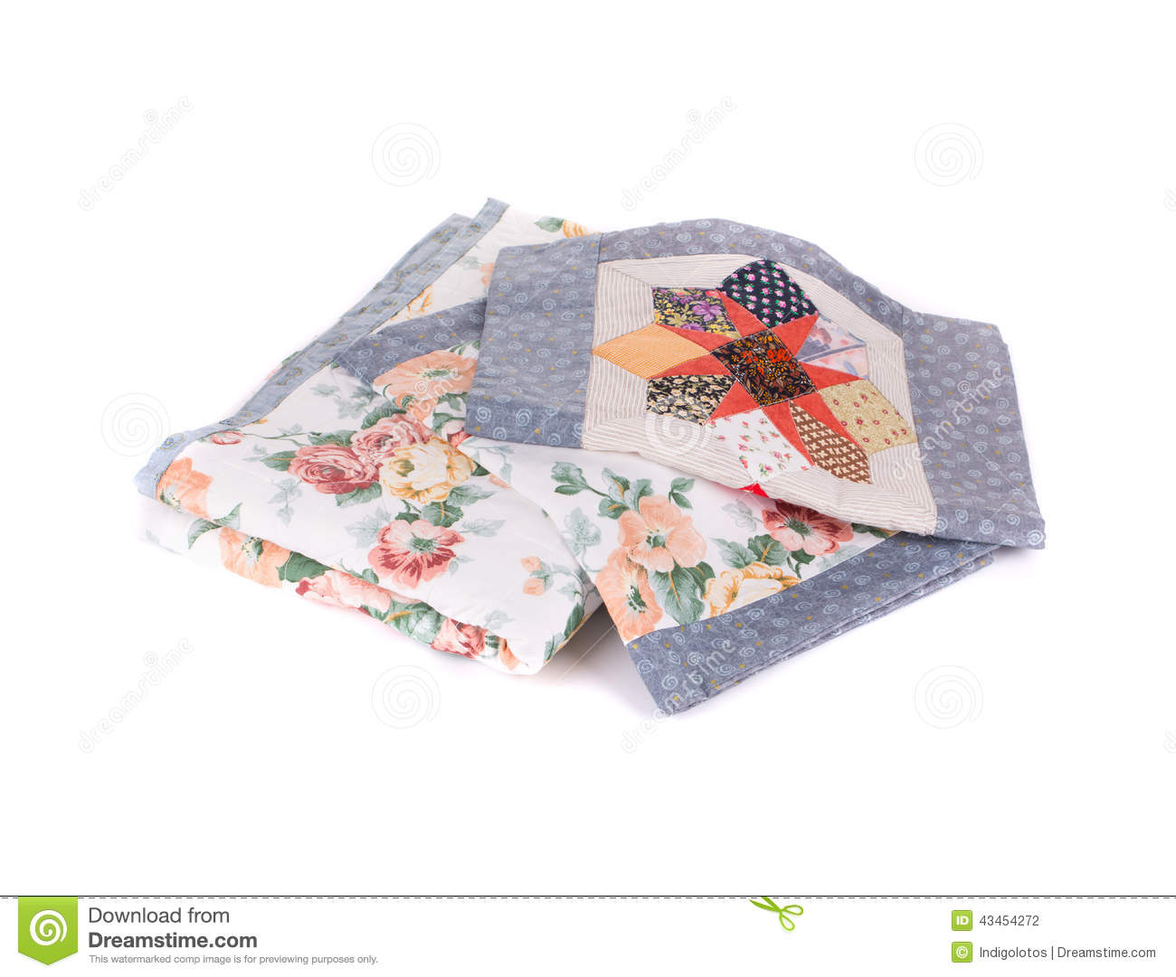 Bedding set with flowers.
