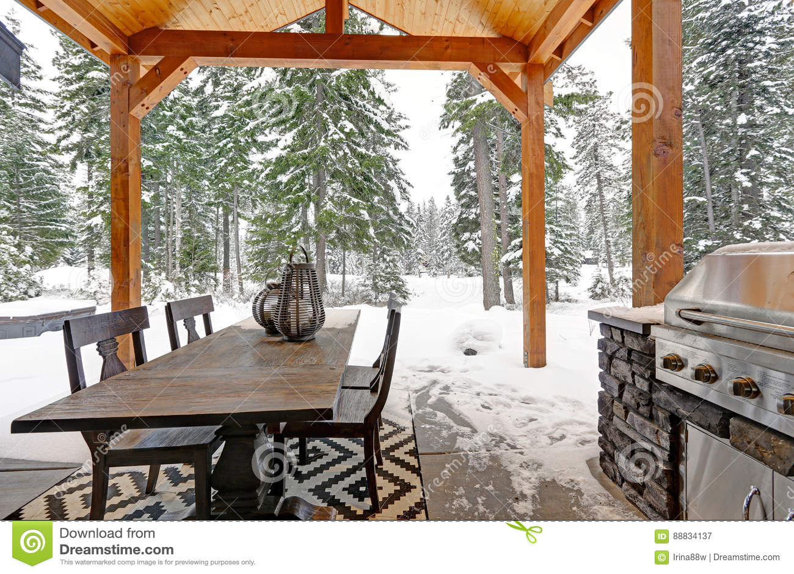 Outdoor Küche Aus Usa : Bedeckter patio mit binderdecke und küche im freien stockbild bild