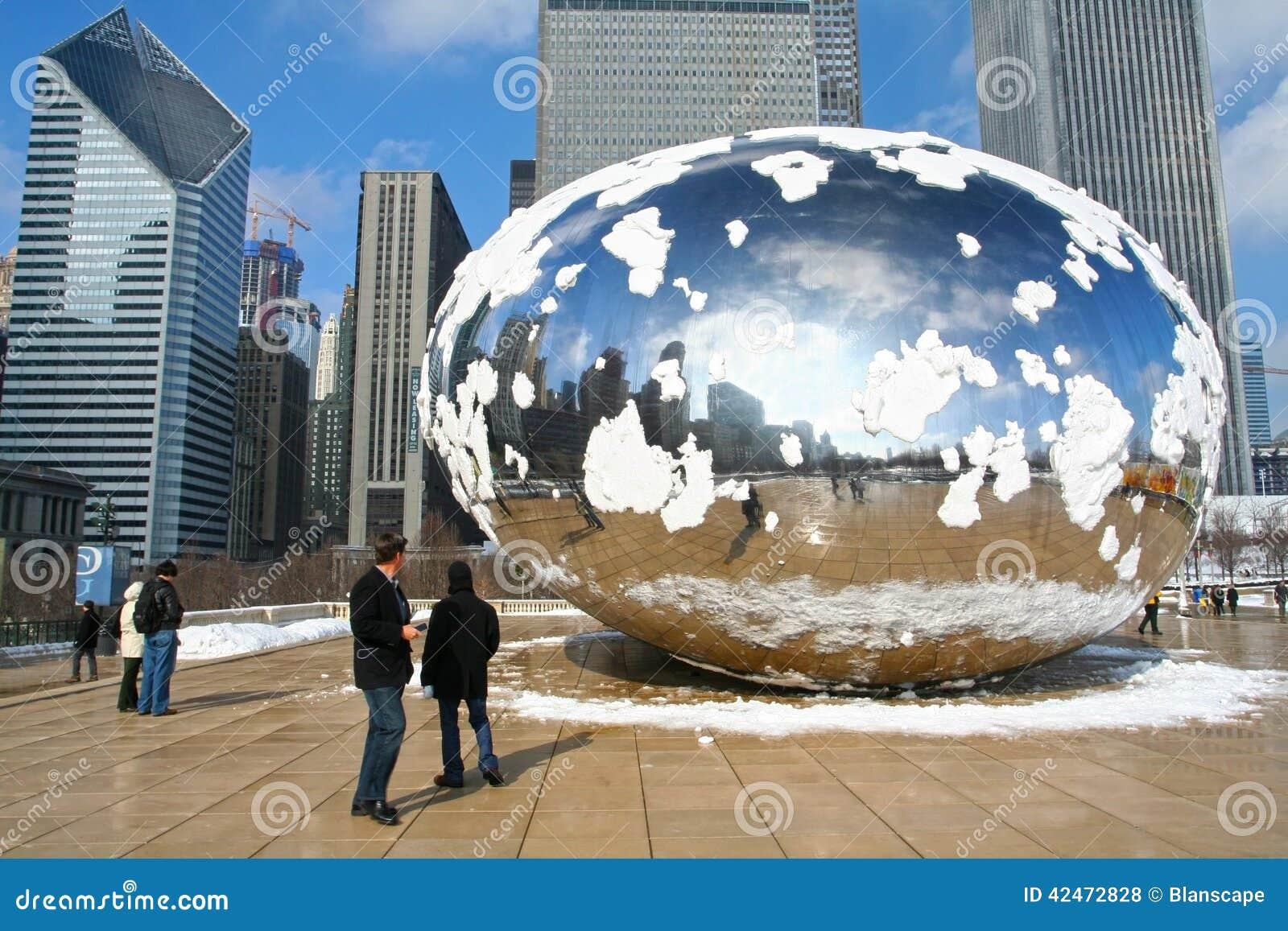 Bedeckung Leutebesuch Chicagos Skygate Bean durch Schnee