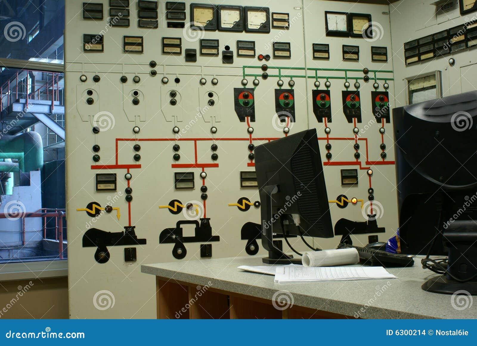 Bedienerraum an einer Triebwerkanlage