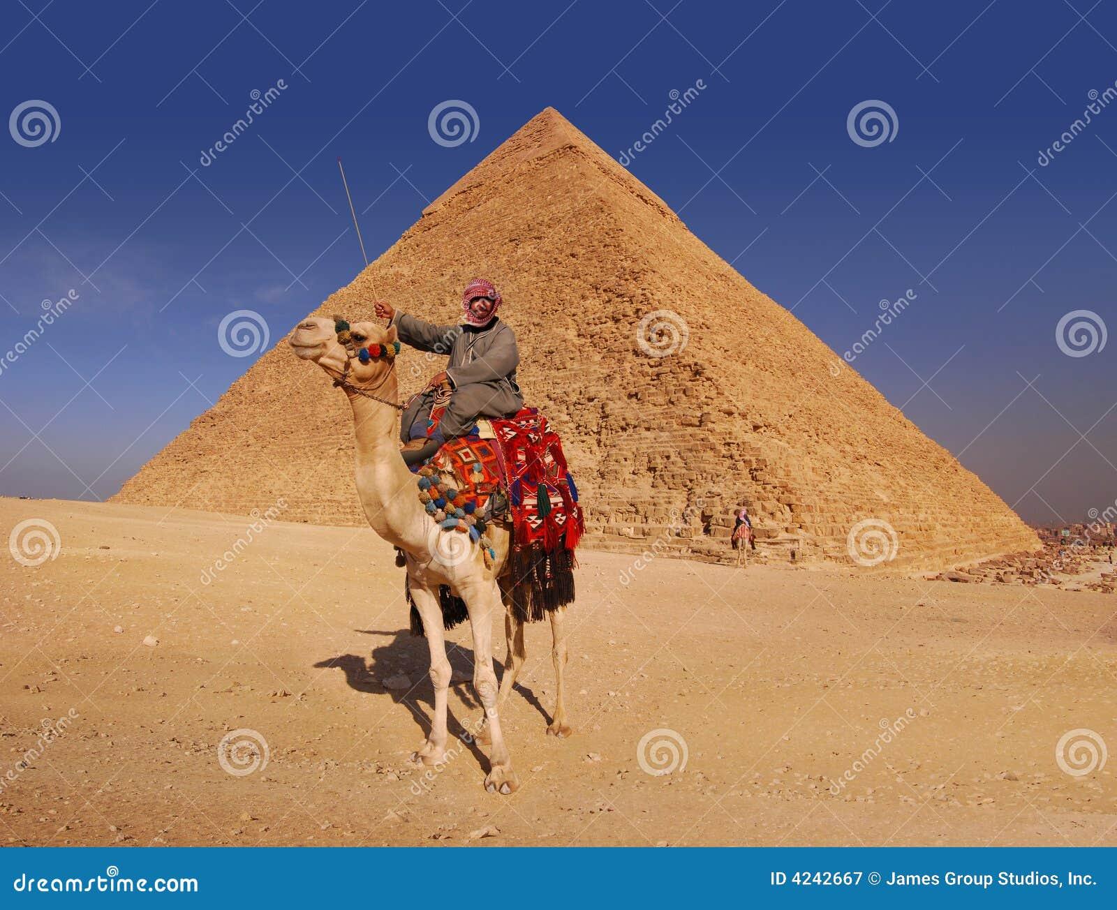 Bedouin e piramide