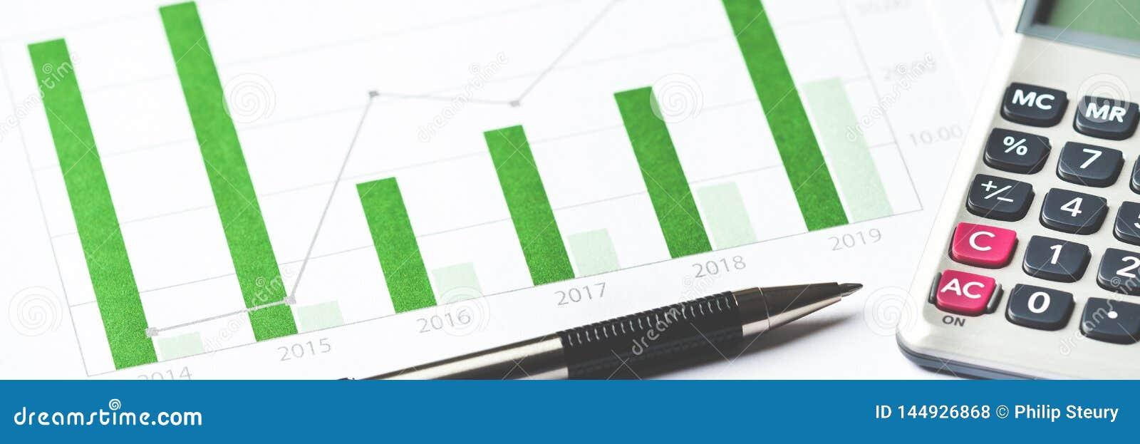 Bedrijfs grafiek die financieel succes toont