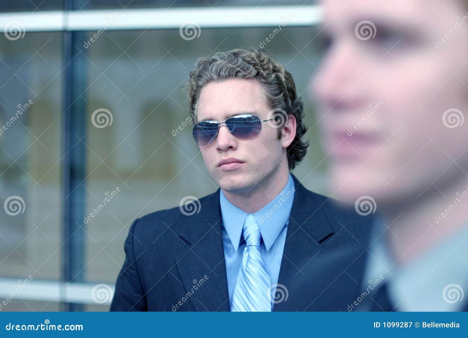 Bedrijfs mens met zonnebril 9
