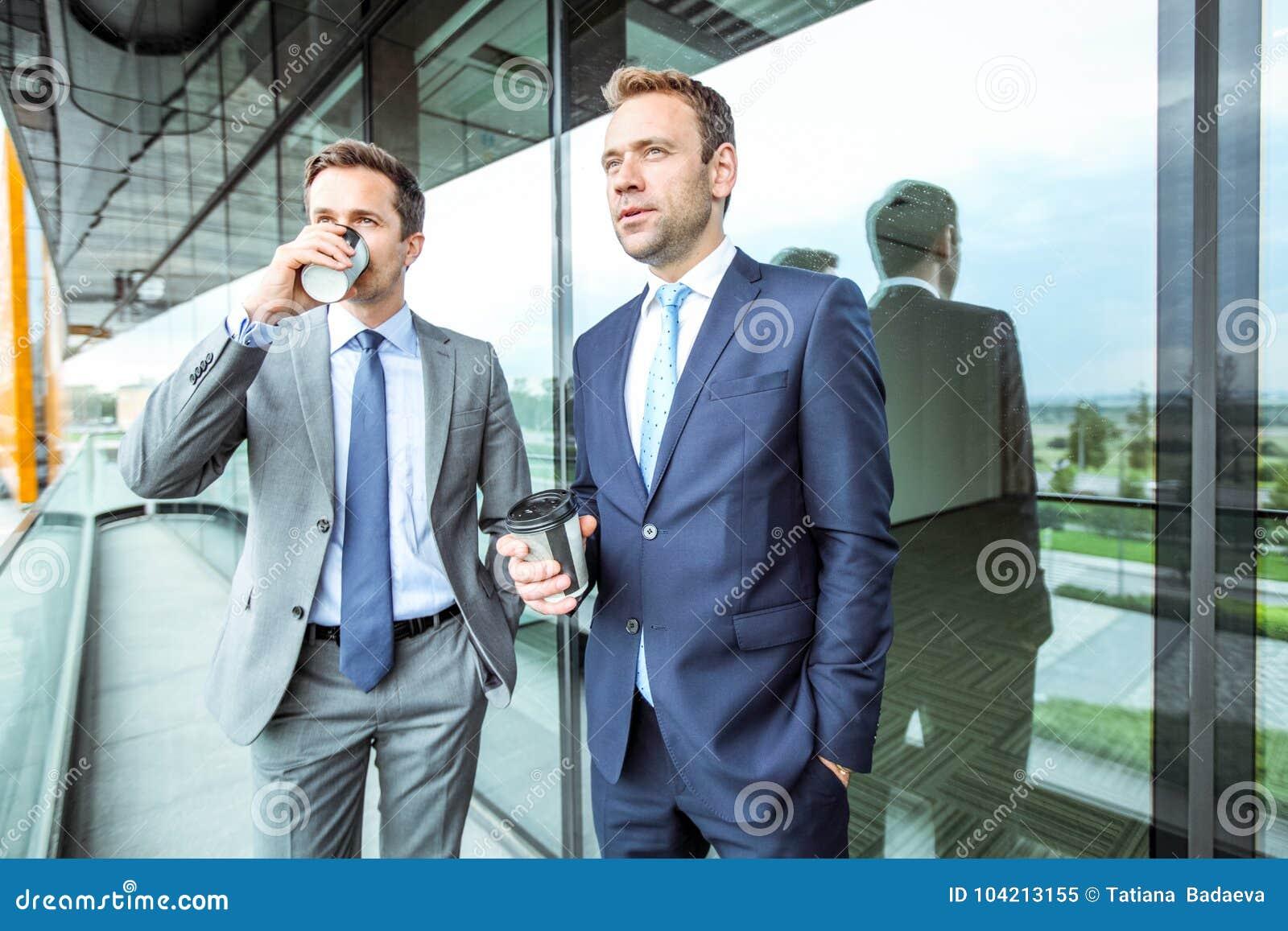 Bedrijfs mensen die koffiepauze hebben