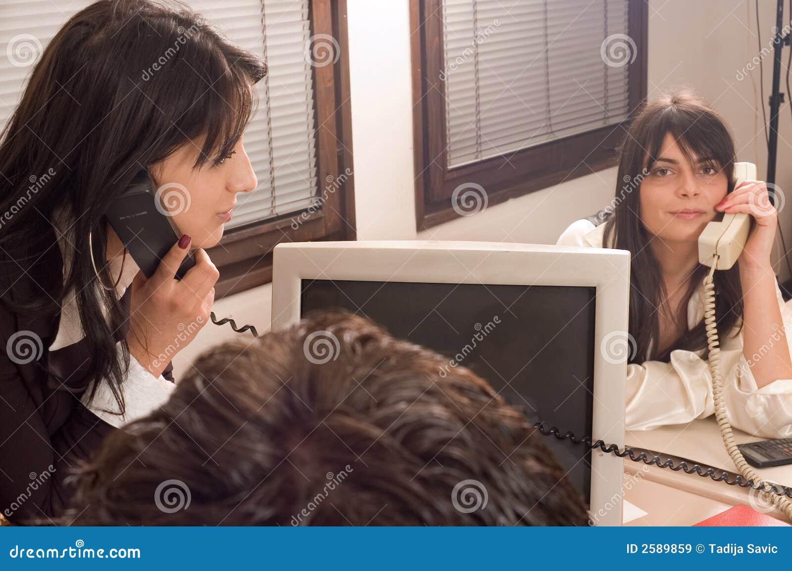 Bedrijfs vrouwen op kantoor