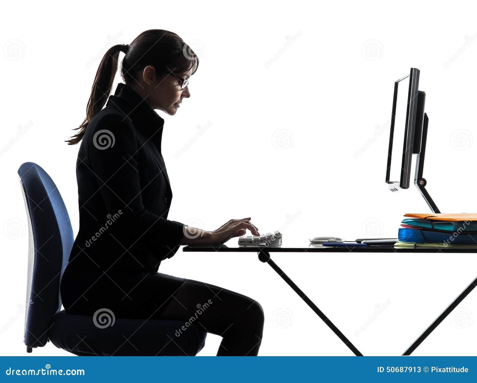 Bedrijfs vrouwencomputer gegevensverwerking het typen silhouet