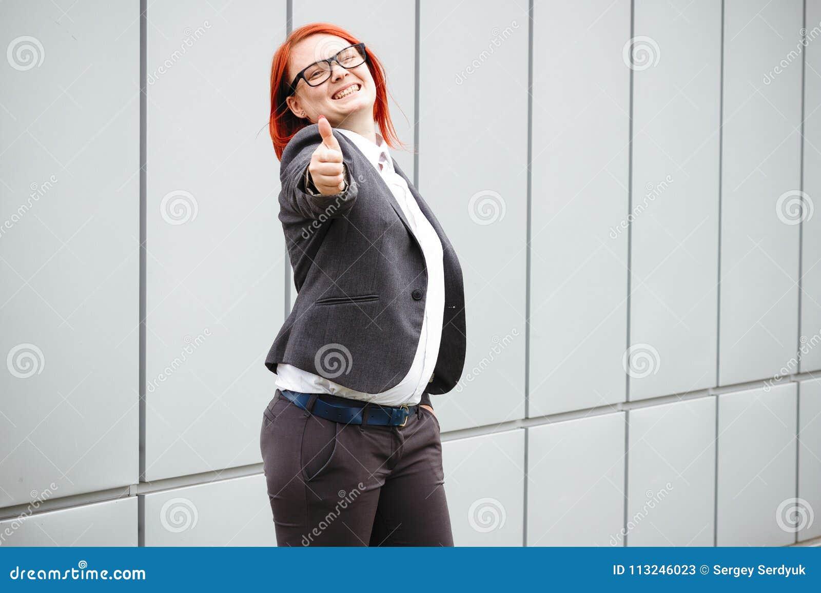 Bedrijfsconcept succes en onderhandeling Vrouwenwerkgever, in kostuum