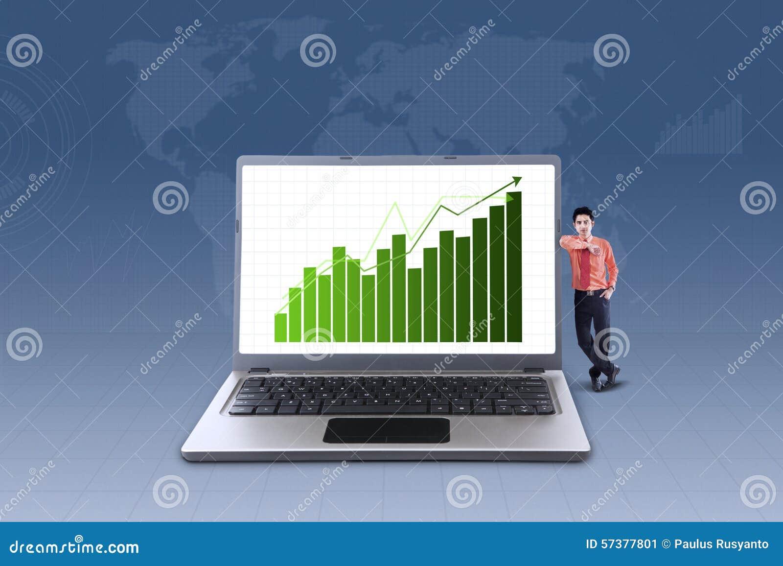 Bedrijfsgrafiek op laptop en zakenman