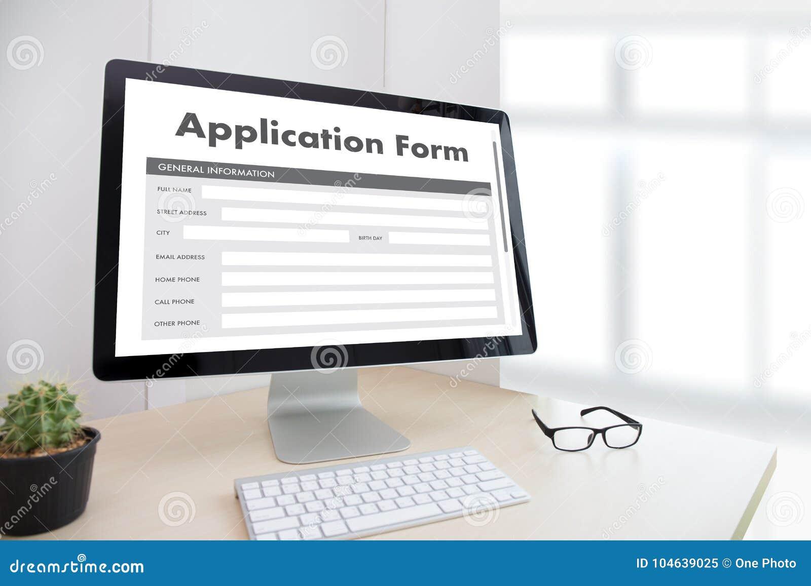 Download Bedrijfsmens Die Aan Laptop Het Online Web Job Appli Werken Van Het Computergebruik Stock Afbeelding - Afbeelding bestaande uit bericht, browsing: 104639025