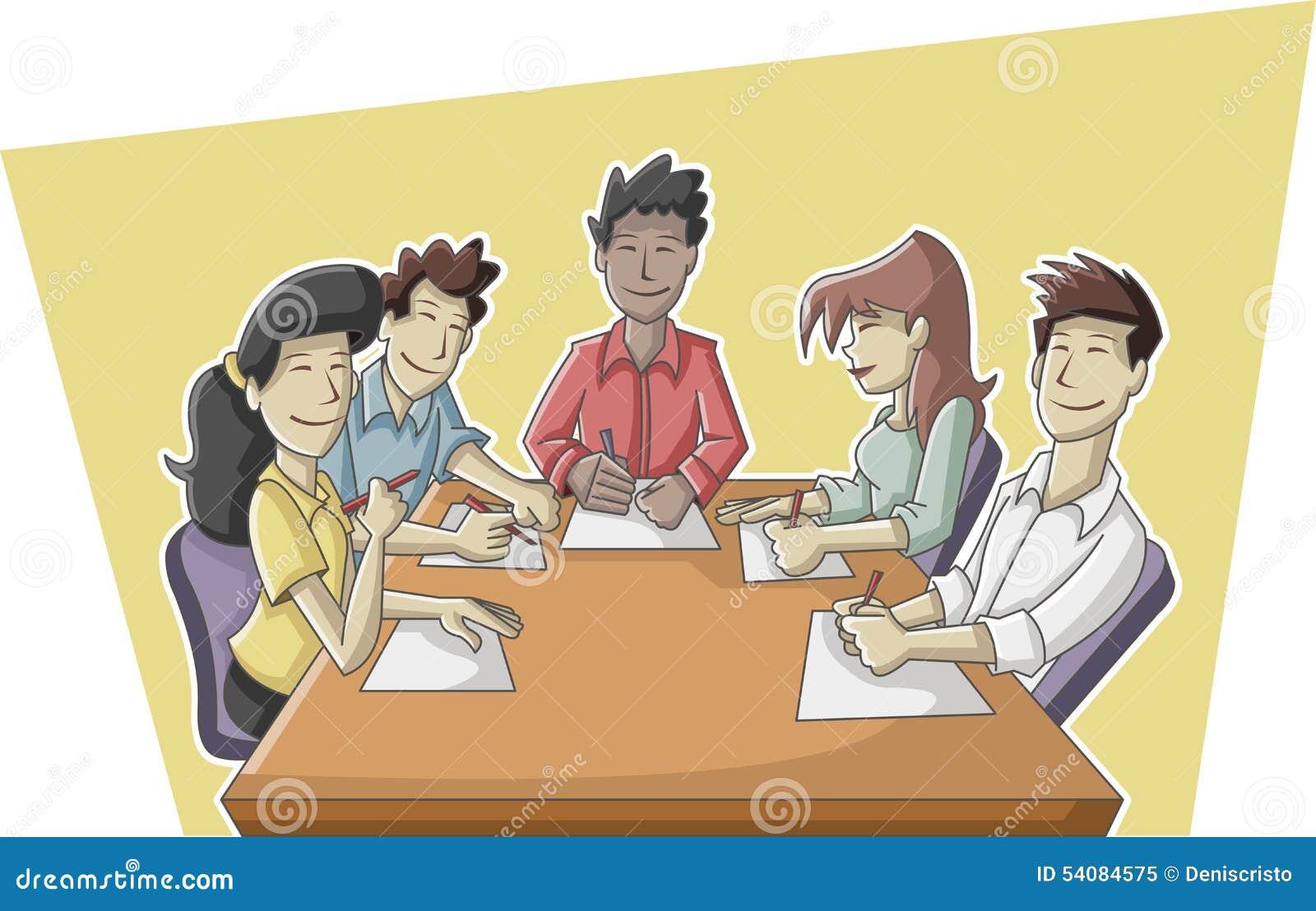 Bedrijfsmensen die aan bureau werken