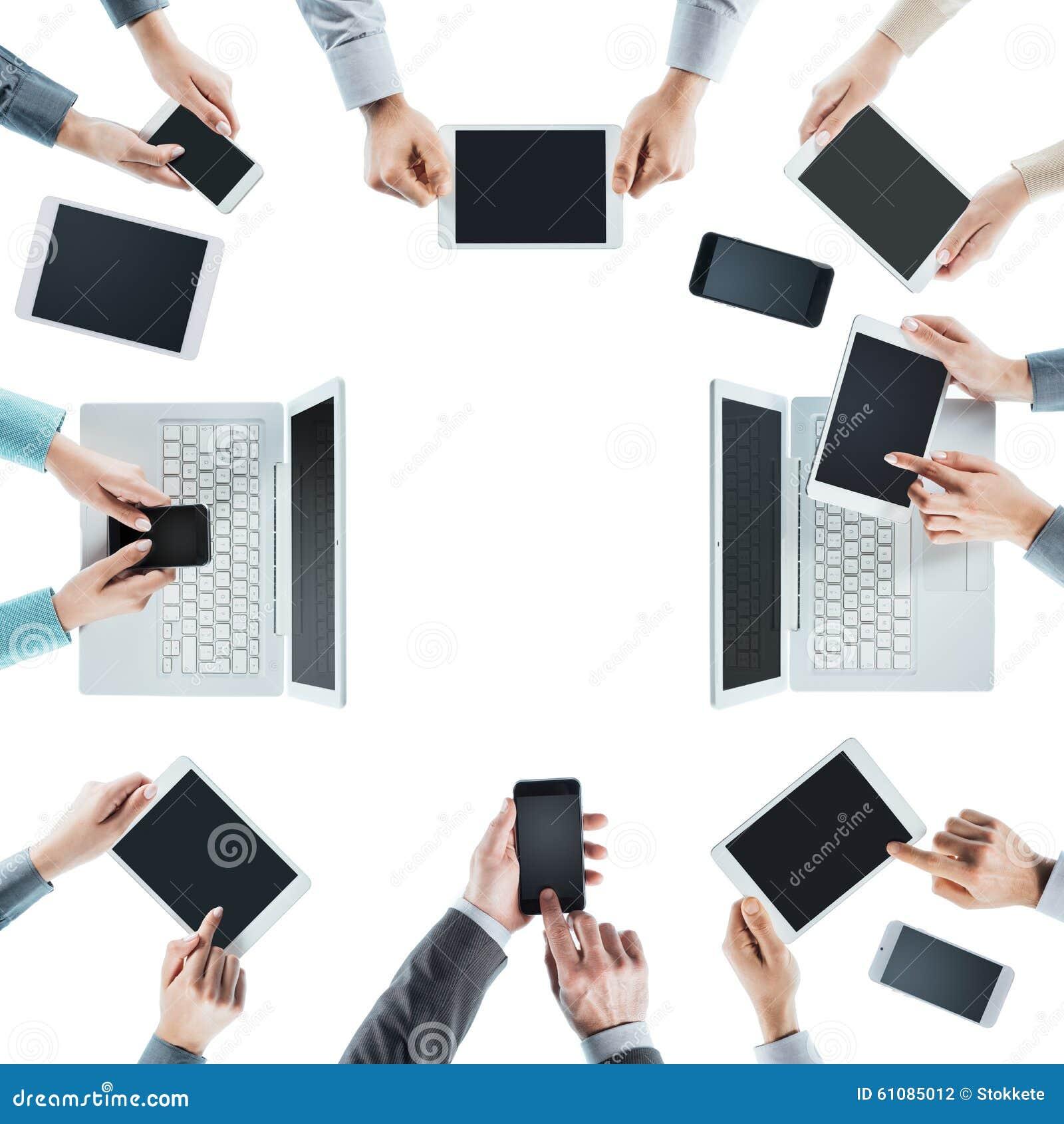Bedrijfsmensen sociaal voorzien van een netwerk