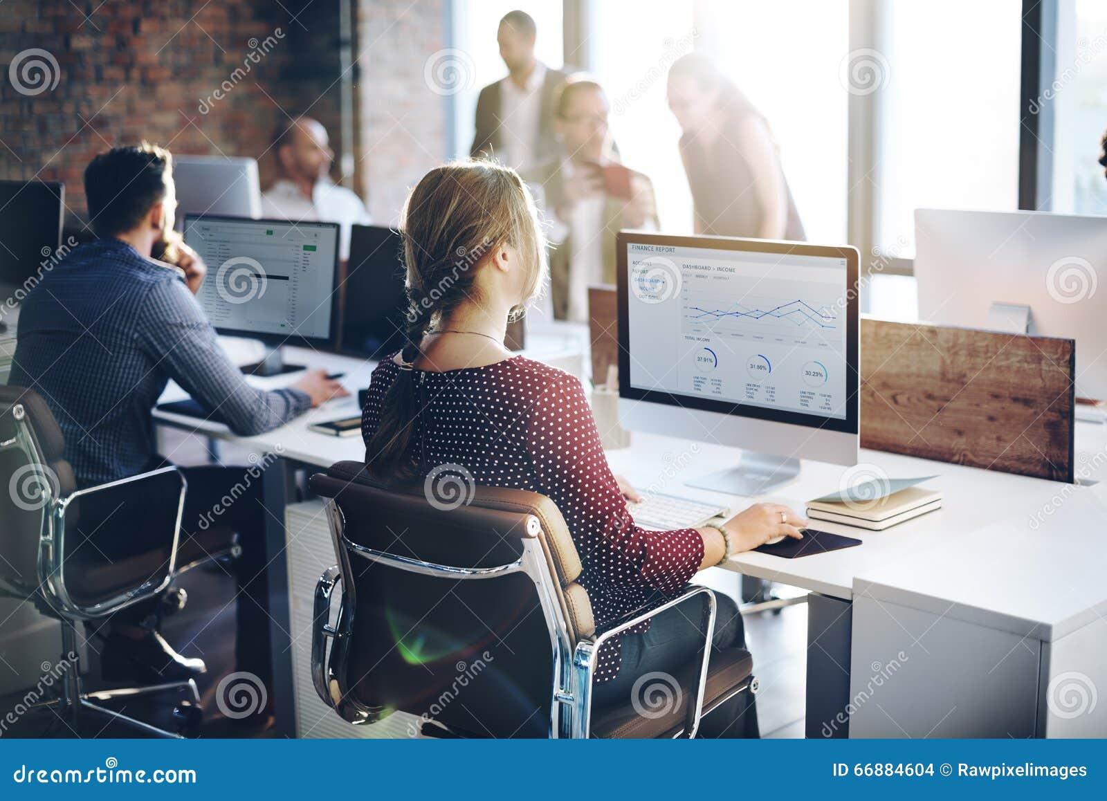 Bedrijfsmensenanalyse het Denken het Succesconcept van de Financiëngroei