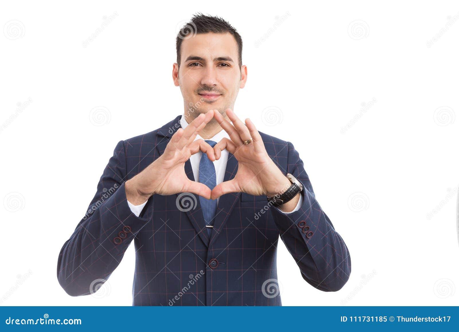 Bedrijfspersoon die haardvorm met vingers maken als liefdeconcept